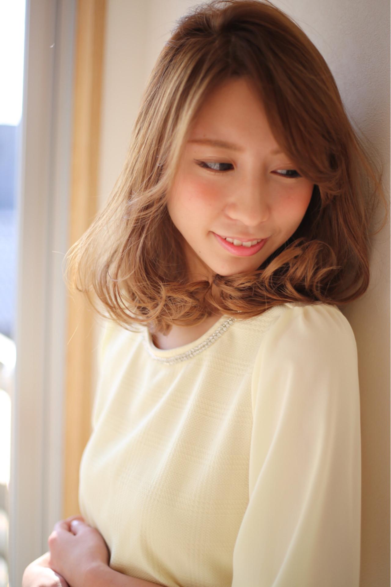 アッシュ 大人かわいい フェミニン パーマ ヘアスタイルや髪型の写真・画像 | 賀満洋行/OCEAN Hair&Life / OCEAN Hair&Life