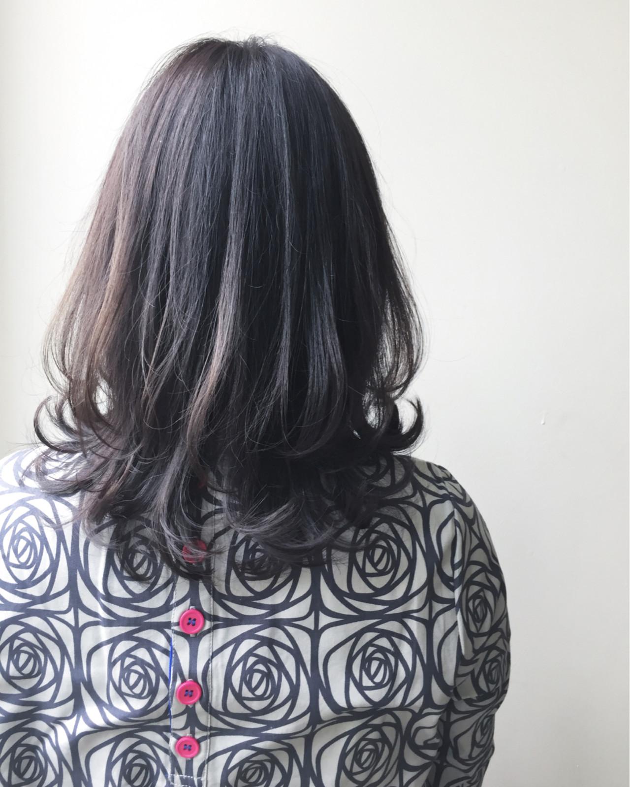 アッシュ 似合わせ セミロング 上品ヘアスタイルや髪型の写真・画像