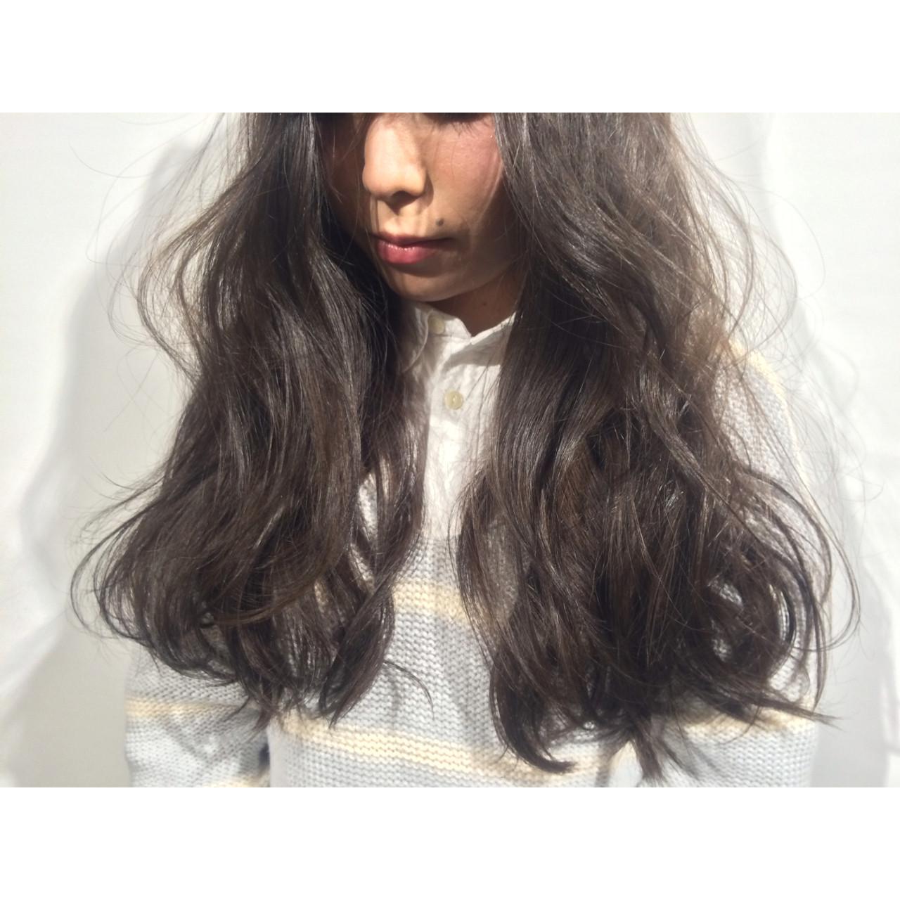 外国人風 ロング 暗髪 ストリートヘアスタイルや髪型の写真・画像
