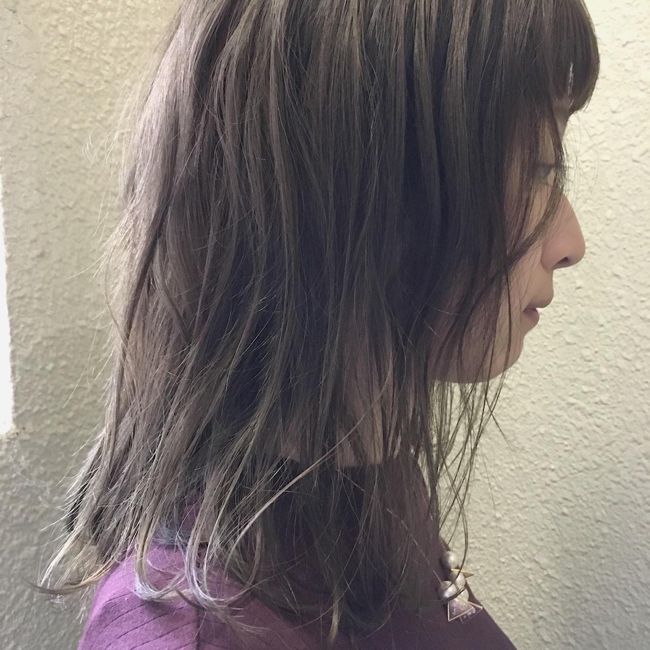 ナチュラル ミディアム 女子会 アッシュヘアスタイルや髪型の写真・画像