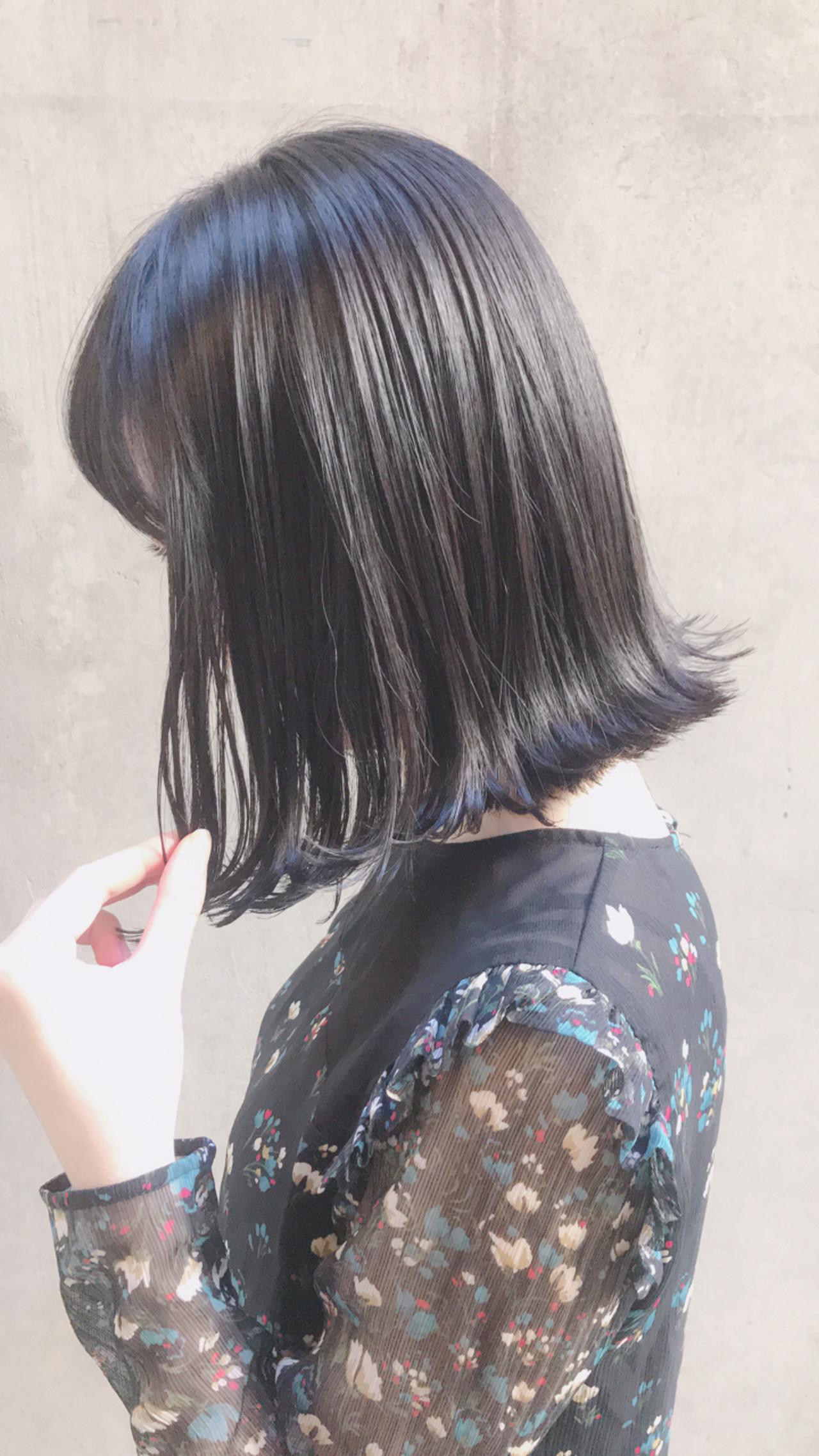外ハネ パーマ ナチュラル 切りっぱなしヘアスタイルや髪型の写真・画像