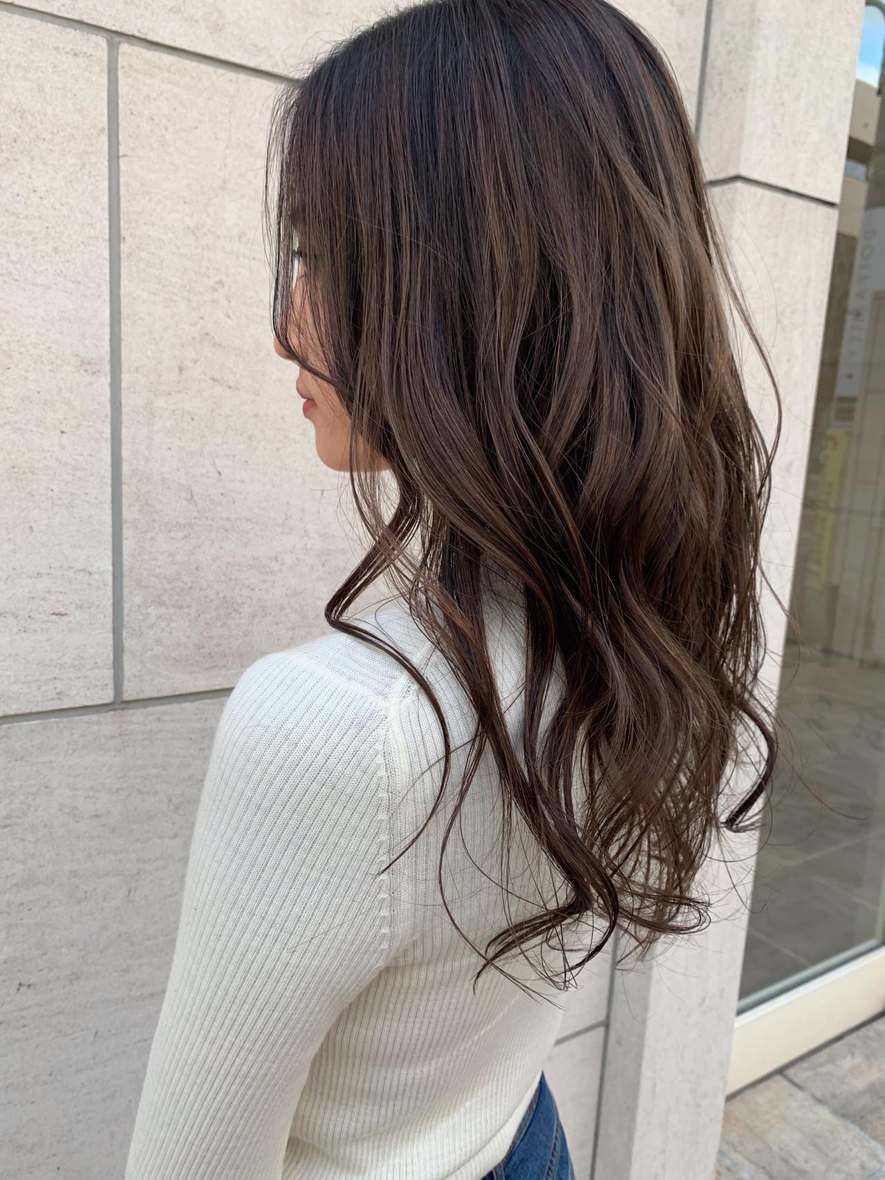 外国人風カラー ミルクティーグレージュ ロング ハイライトヘアスタイルや髪型の写真・画像