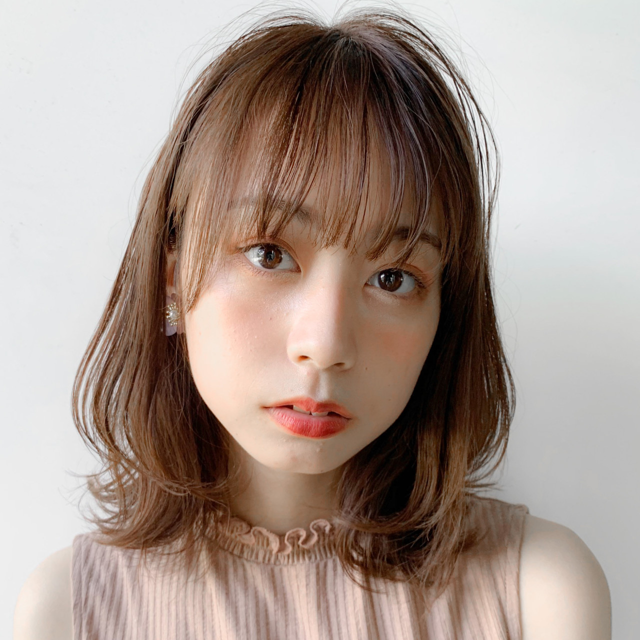 ショートヘア イヤリングカラーピンク ナチュラル ふわふわヘアアレンジヘアスタイルや髪型の写真・画像