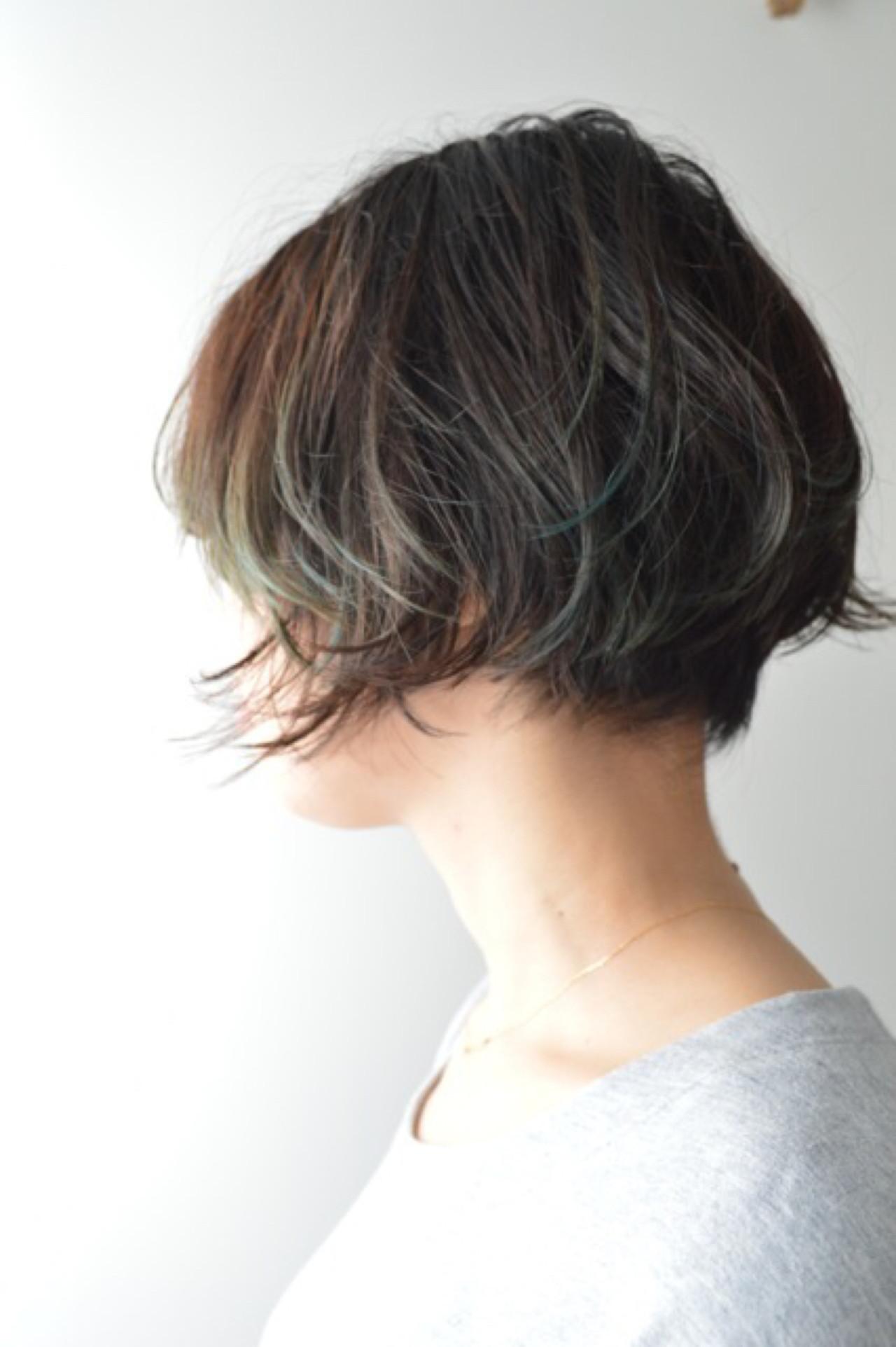 アウトドア ナチュラル ショート アッシュヘアスタイルや髪型の写真・画像