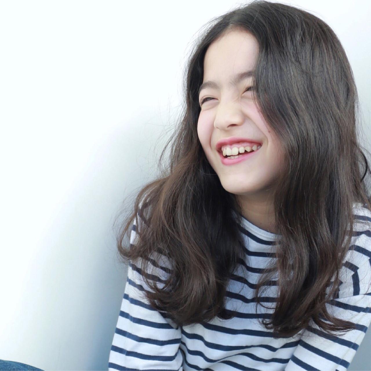 セミロング ナチュラル グレーアッシュ アッシュ ヘアスタイルや髪型の写真・画像 | 高橋 忍 / nanuk渋谷店(ナヌーク)