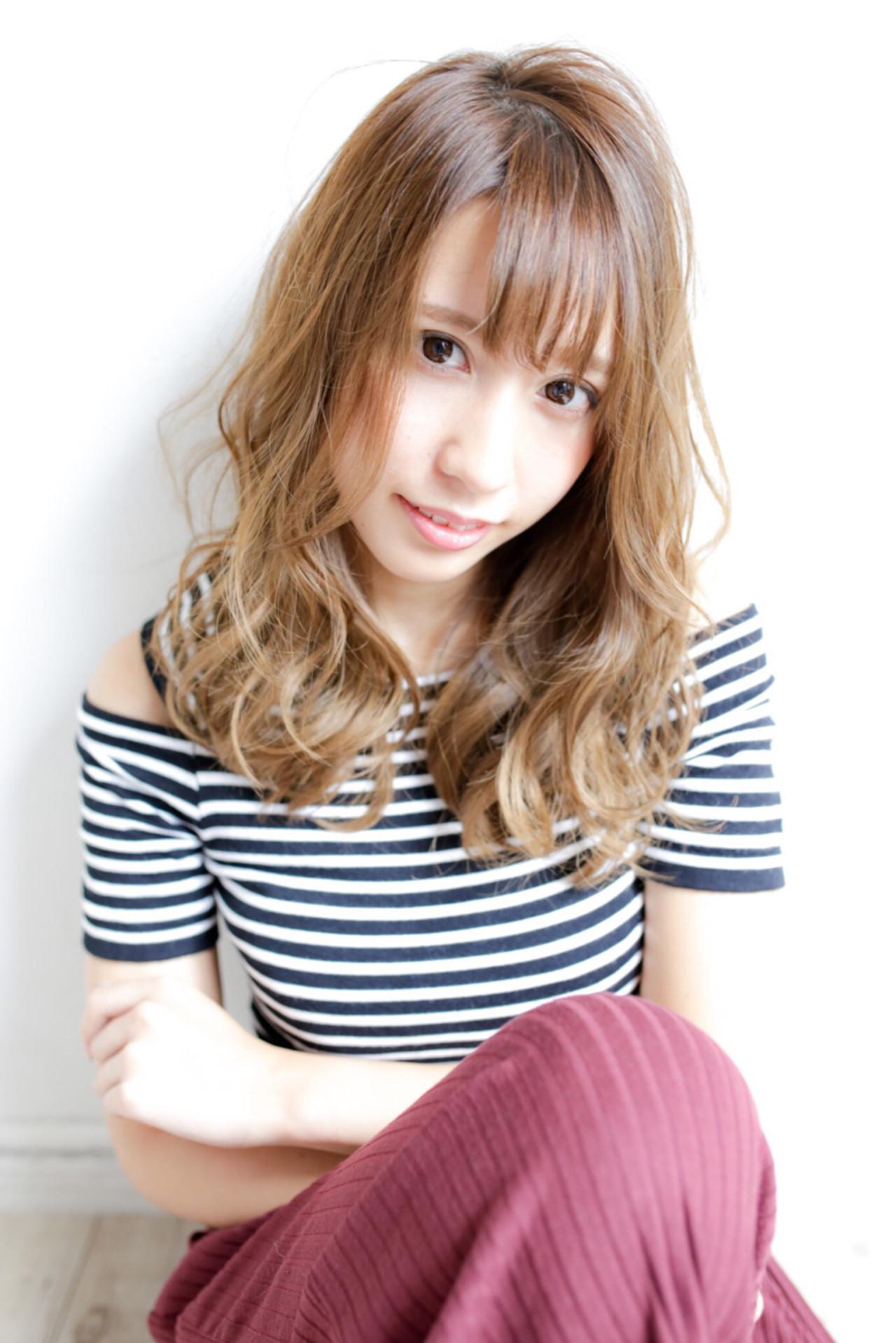 外国人風 渋谷系 ゆるふわ グラデーションカラーヘアスタイルや髪型の写真・画像