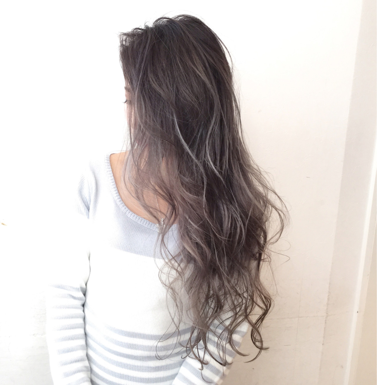 大注目の暗髪×グラデーションまとめ♡ポイントは毛先とハイライト 井上 心義