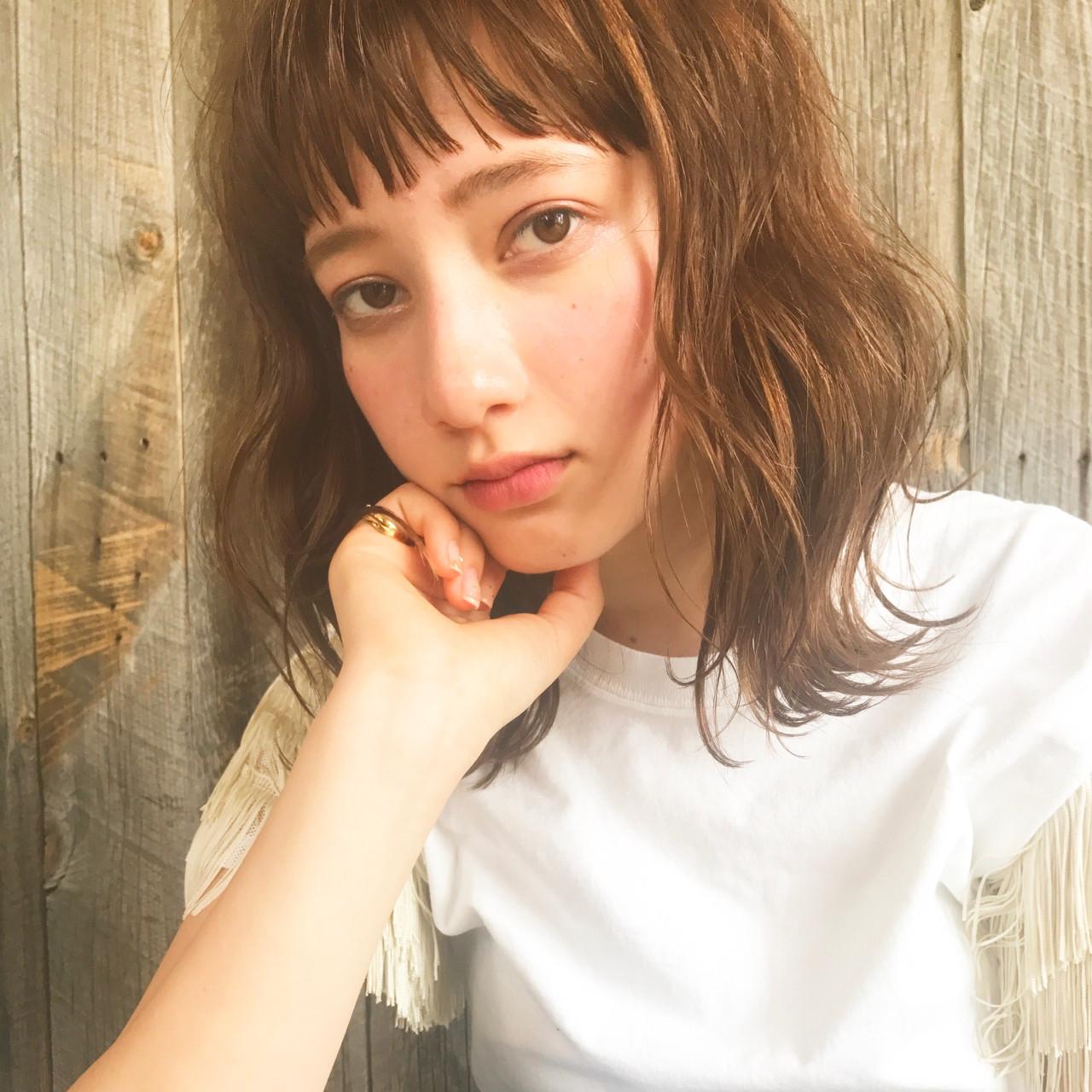 ヘアアレンジ フェミニン パーマ ウェーブヘアスタイルや髪型の写真・画像