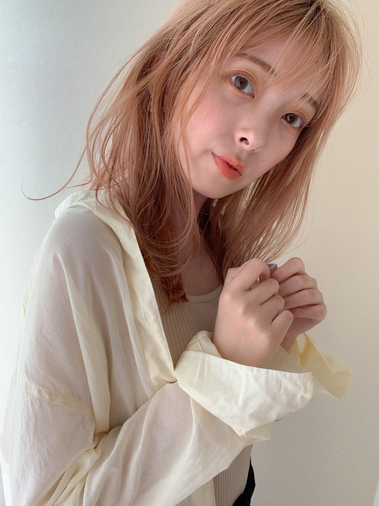 ミディアム ミルクティーベージュ ベージュ ブリーチヘアスタイルや髪型の写真・画像