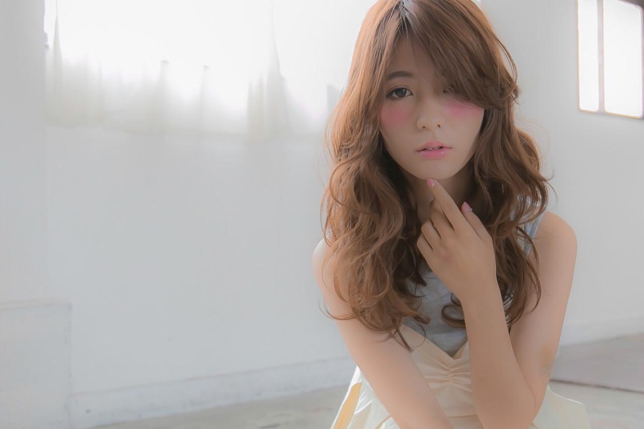 外国人風 アッシュ フェミニン ナチュラル ヘアスタイルや髪型の写真・画像 | Masafumi Nakagawa / RiL hair
