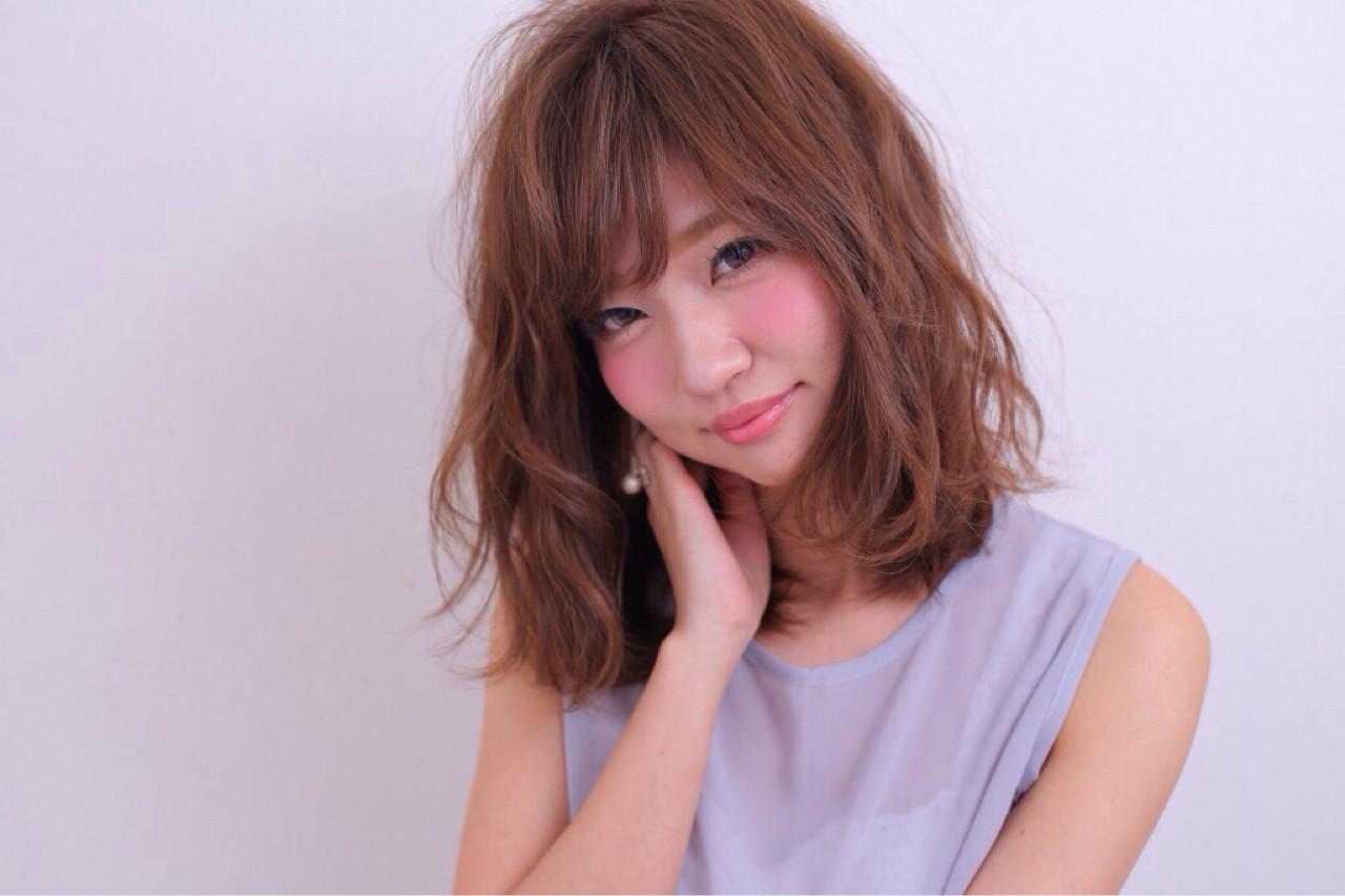 パーマ 暗髪 アッシュ ミディアムヘアスタイルや髪型の写真・画像