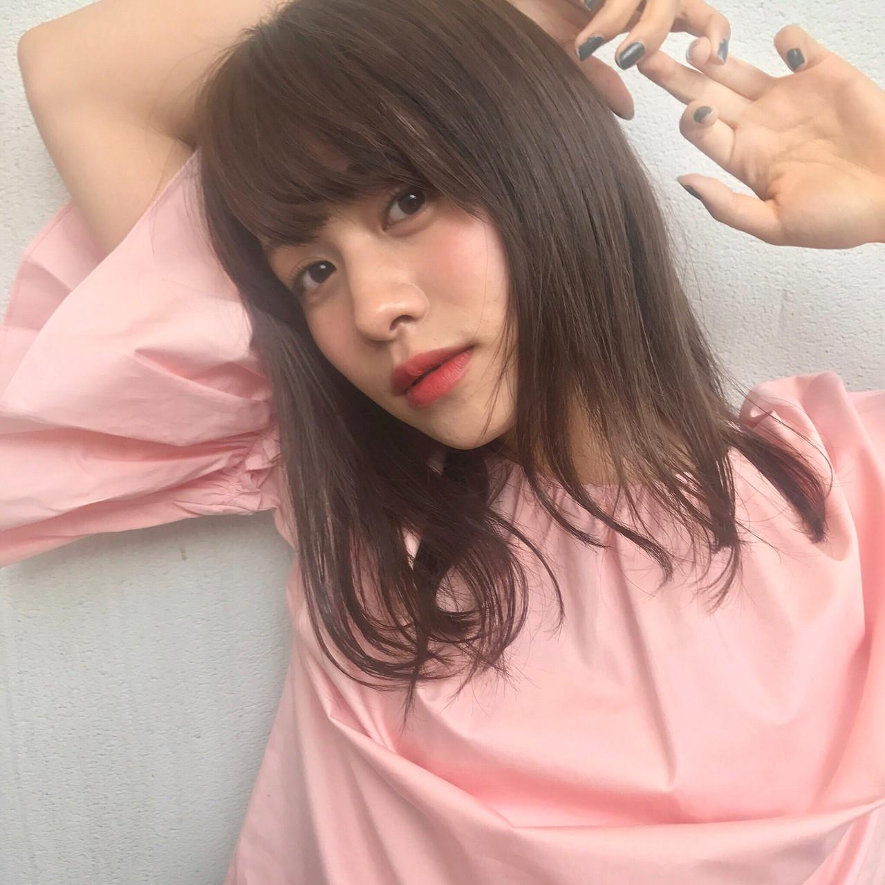 ピンク デート ミディアム フェミニン ヘアスタイルや髪型の写真・画像   HIRA / Un ami