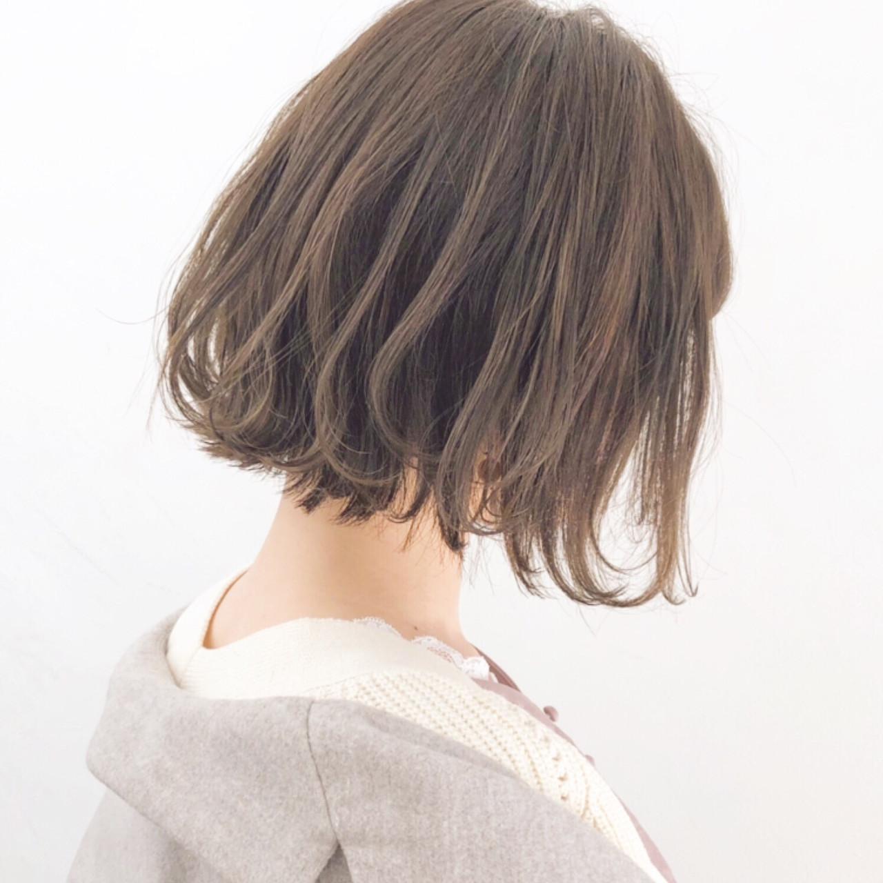 オフィス アンニュイほつれヘア 簡単ヘアアレンジ パーマヘアスタイルや髪型の写真・画像