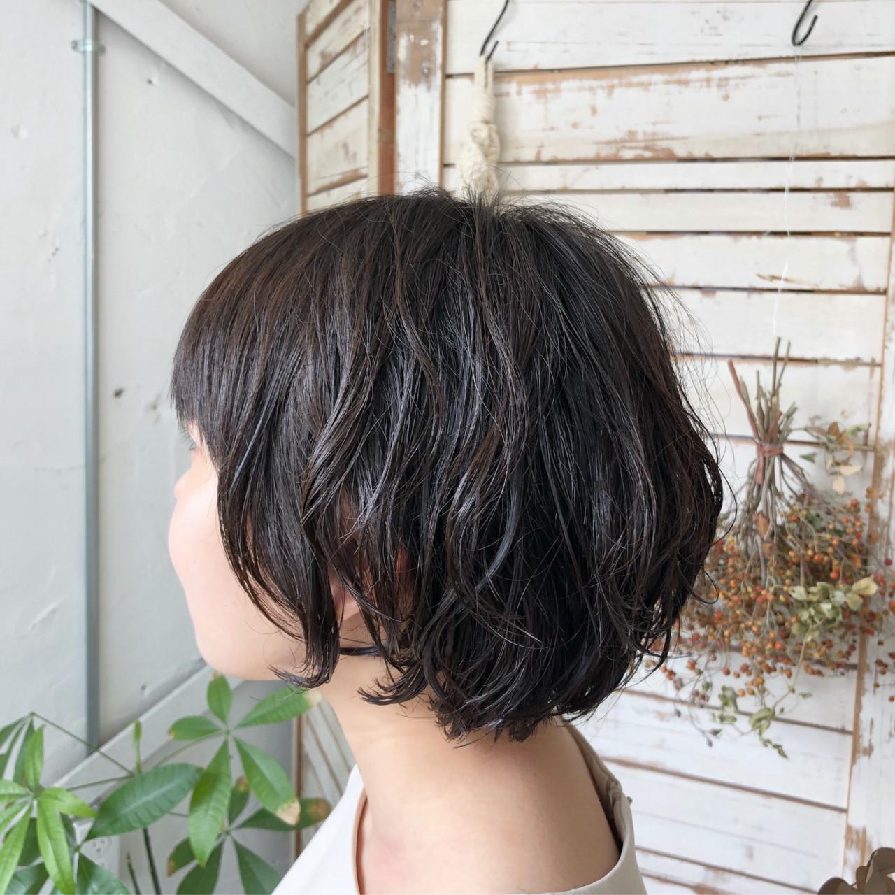 黒髪 ゆるふわ ボブ オフィスヘアスタイルや髪型の写真・画像