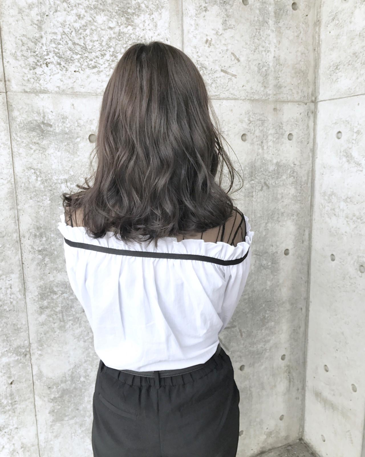 グレージュ パーマ 女子会 アッシュグレージュヘアスタイルや髪型の写真・画像