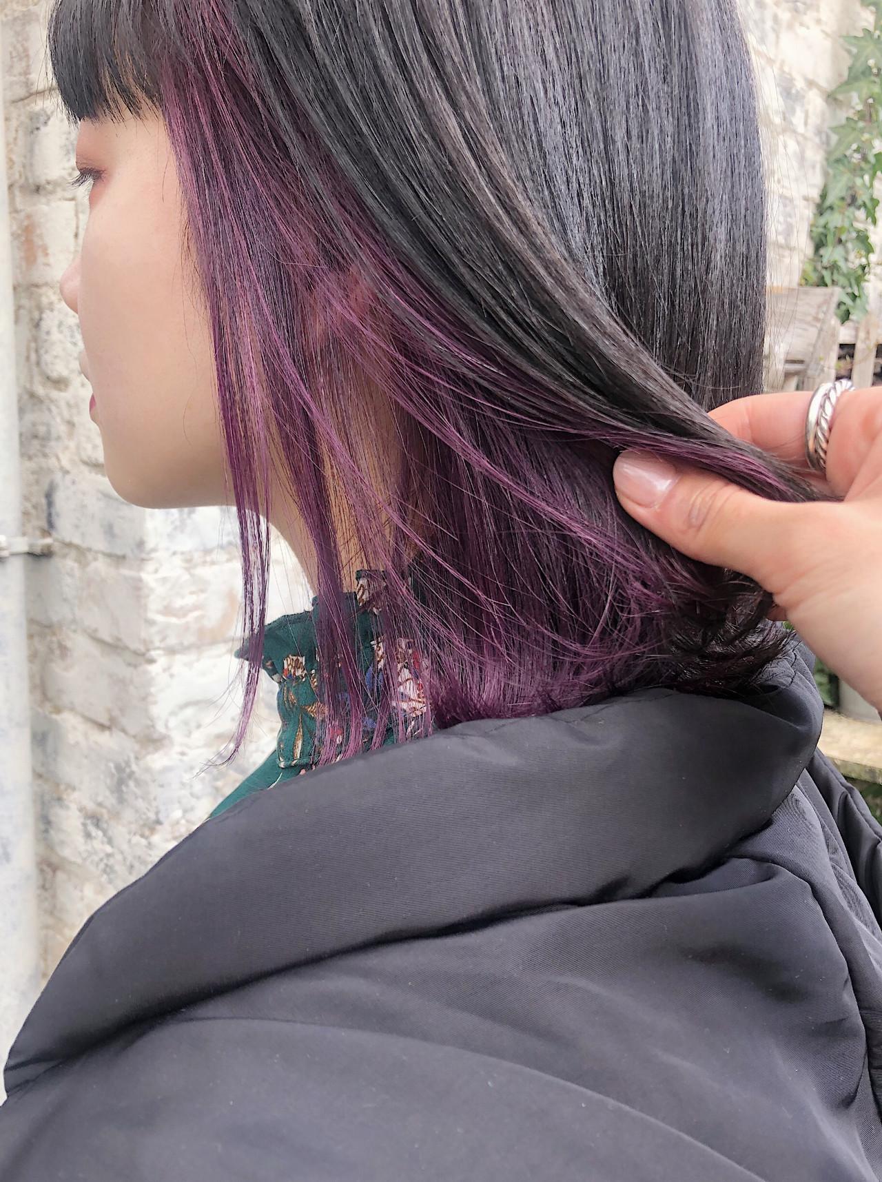 ラベンダーカラー 切りっぱなしボブ 外ハネ ボブヘアスタイルや髪型の写真・画像