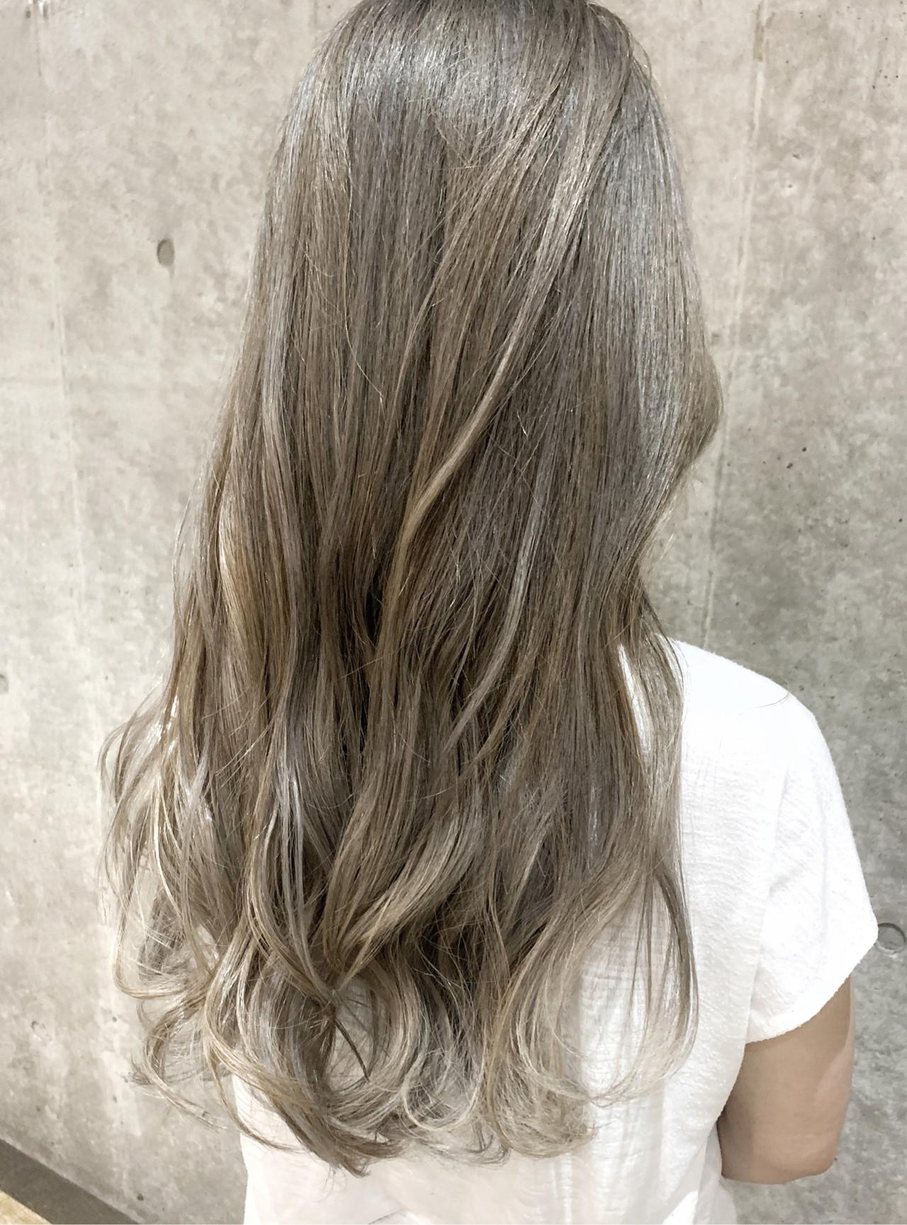 グラデーションカラー ミルクティーベージュ ロング ハイライト ヘアスタイルや髪型の写真・画像 | ユアサケンイチ(湯浅 賢一) / Ferreira (フェレイラ)