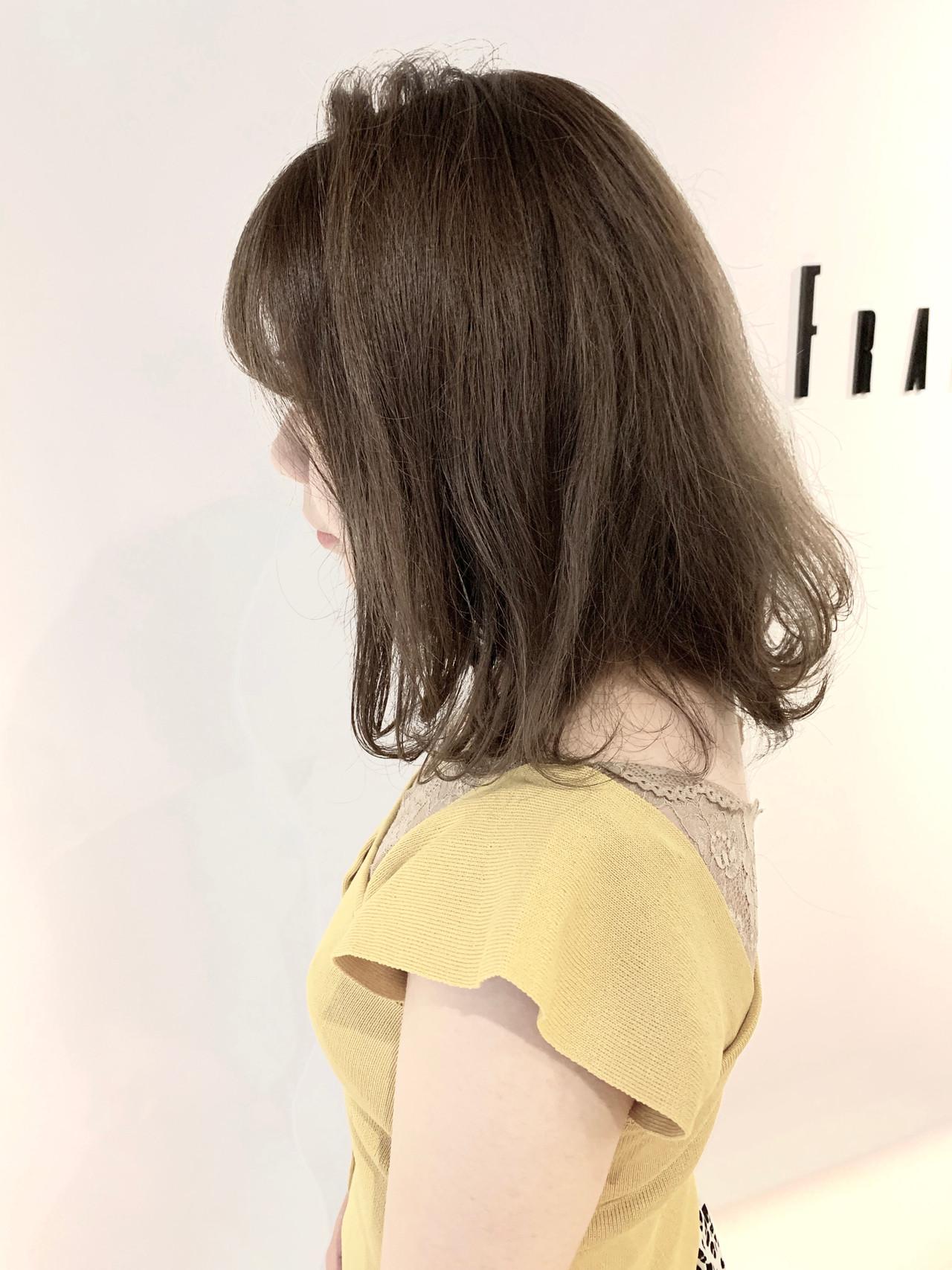 大人可愛い アッシュ グレーベージュ 簡単スタイリング ヘアスタイルや髪型の写真・画像 | 村上 駿 / FRAMES hair design