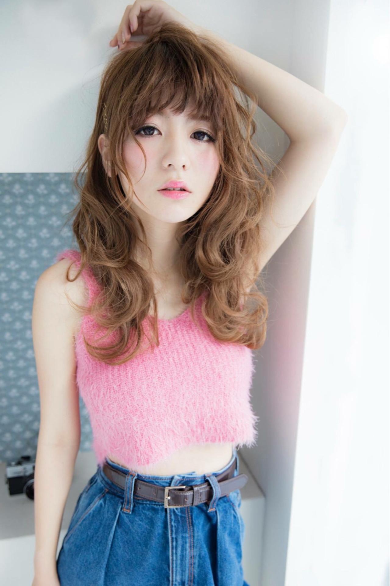 トレンドファッションとヘアカラーを徹底調査!今シーズンの流行色はリッチなピンクで決まり。 大塚 真理子