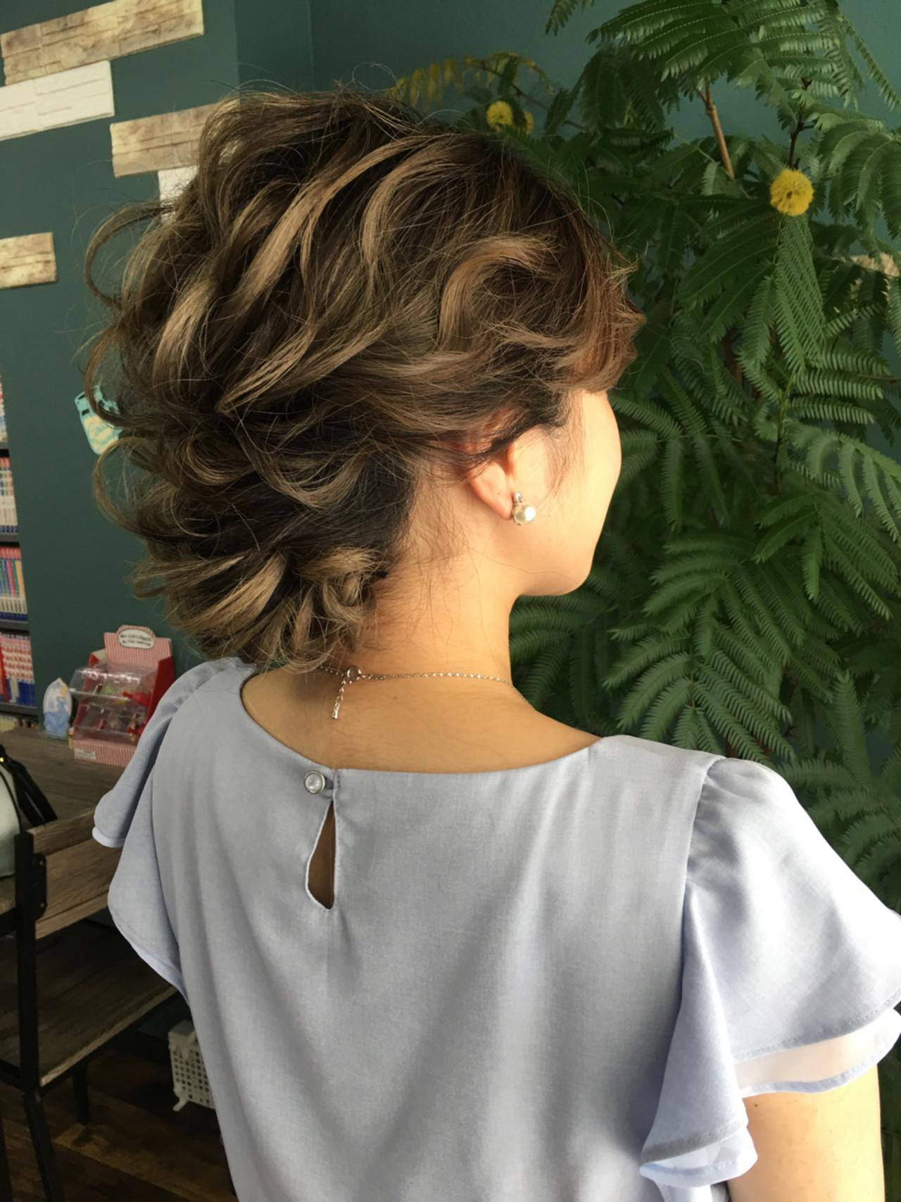 フェミニン ヘアアレンジ セミロング 大人かわいい ヘアスタイルや髪型の写真・画像 | さとみ / e'clat