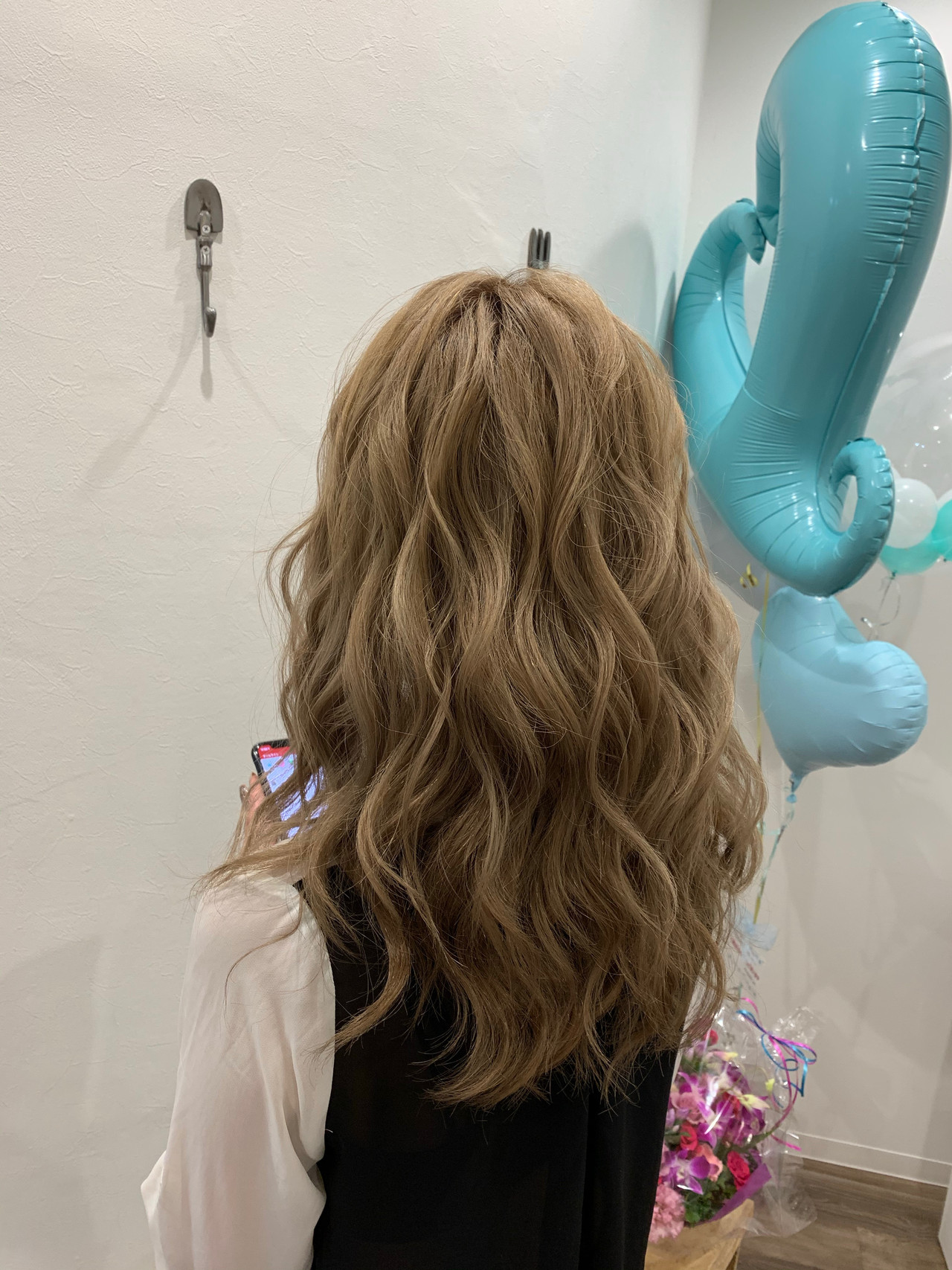 ダウンスタイル ナチュラル ハイトーン セミロングヘアスタイルや髪型の写真・画像