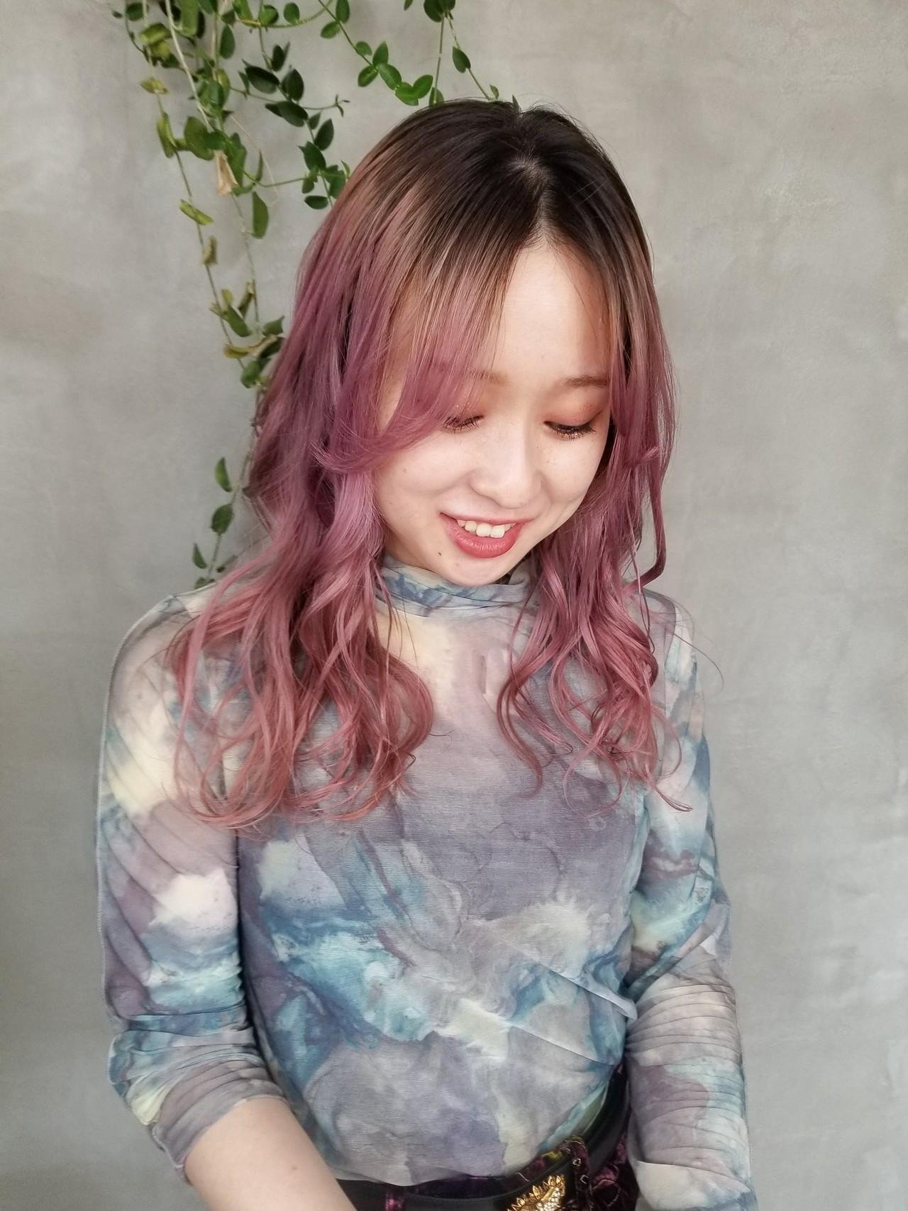 ピンク ベリーピンク グラデーションカラー ストリート ヘアスタイルや髪型の写真・画像