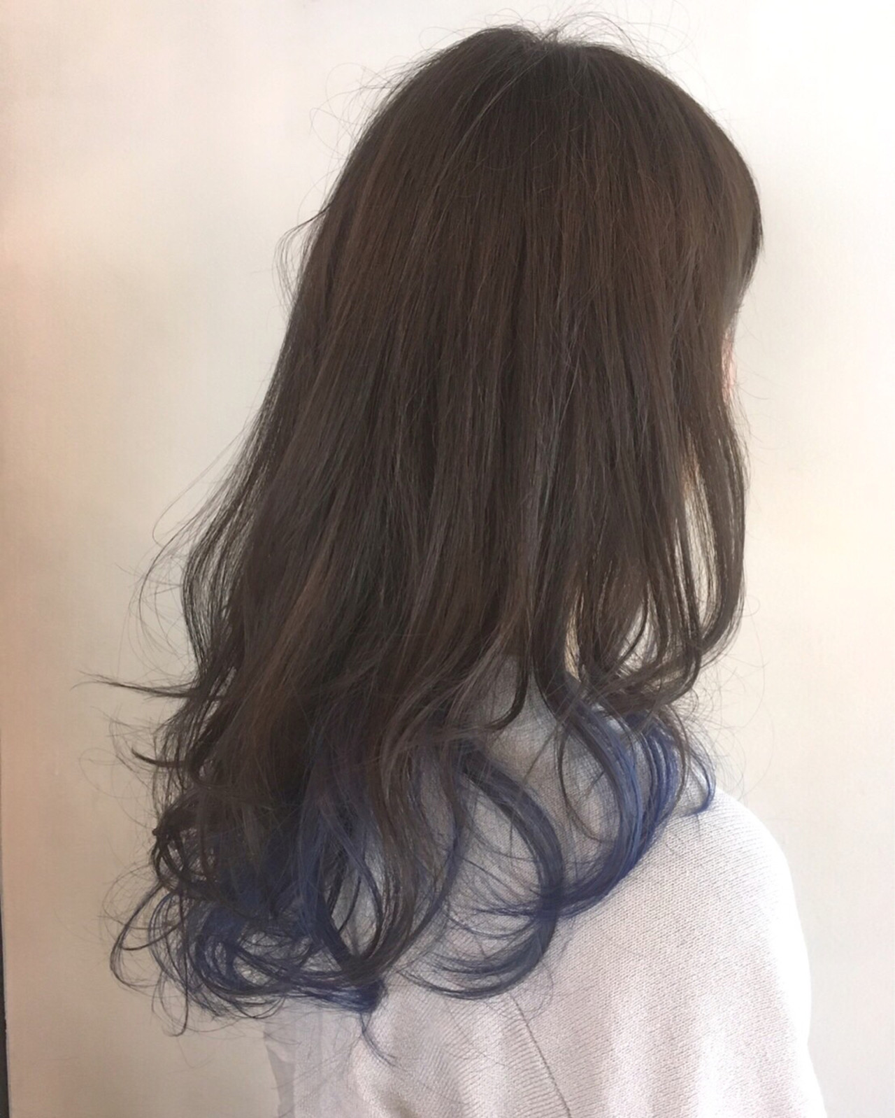 パーマ ロング グラデーションカラー アッシュヘアスタイルや髪型の写真・画像
