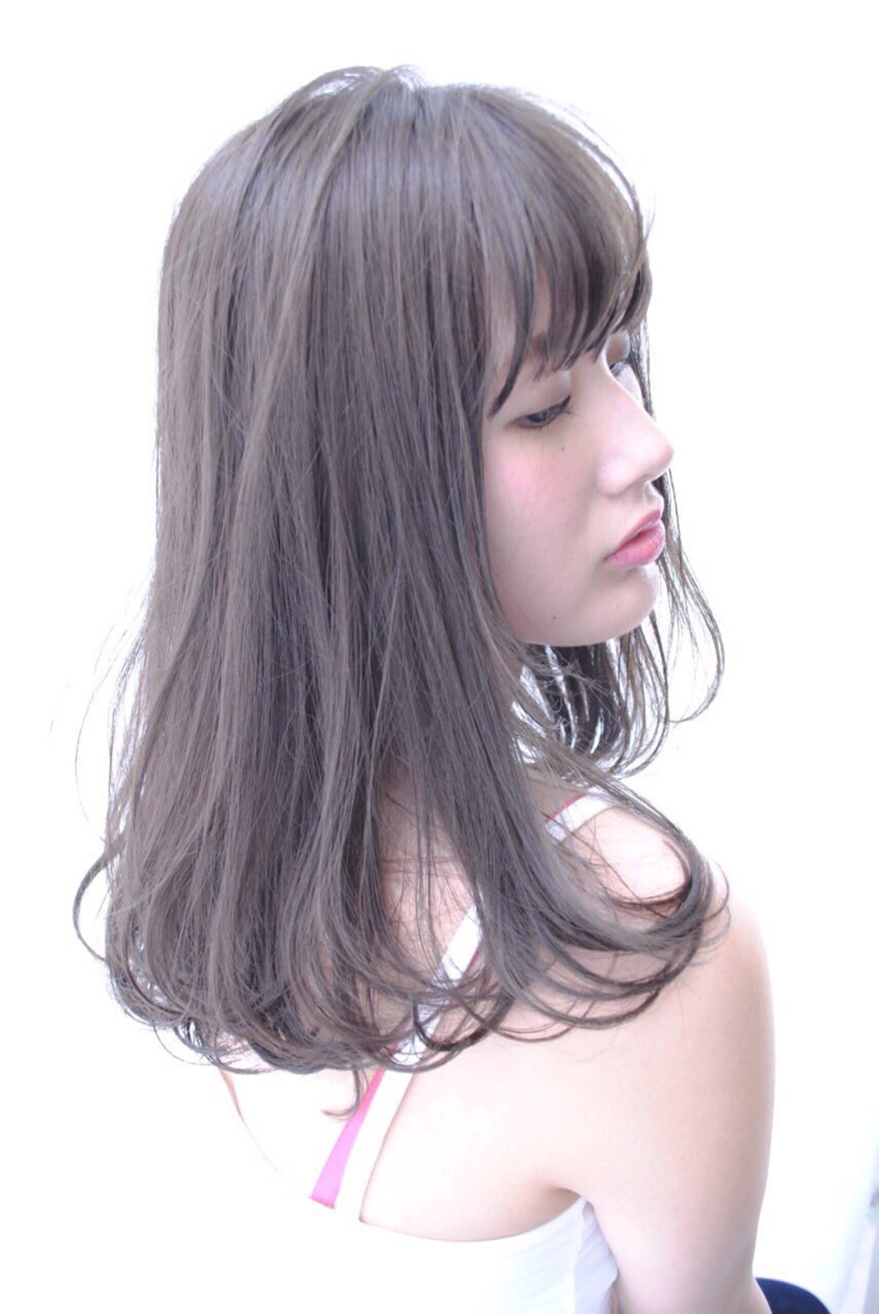 ミディアム ガーリー アッシュグレージュ ヘアスタイルや髪型の写真・画像 | 城崎萌花 /