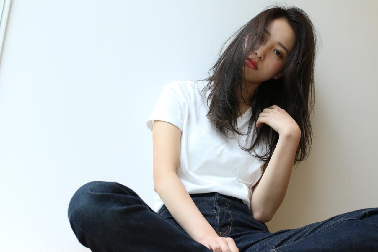 レイヤーカット ロング アッシュ 大人かわいい ヘアスタイルや髪型の写真・画像 | Shoichiro Toyota / soin de brace 西大寺