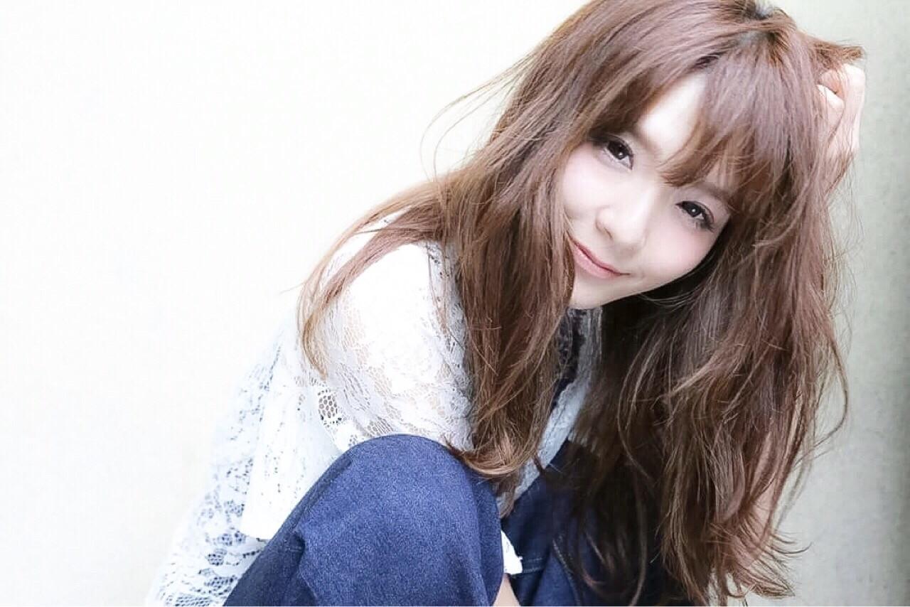 セミロング パーマ 大人かわいい 外国人風 ヘアスタイルや髪型の写真・画像   清水桃子 / ミルクブッシュ / ミルクブッシュ