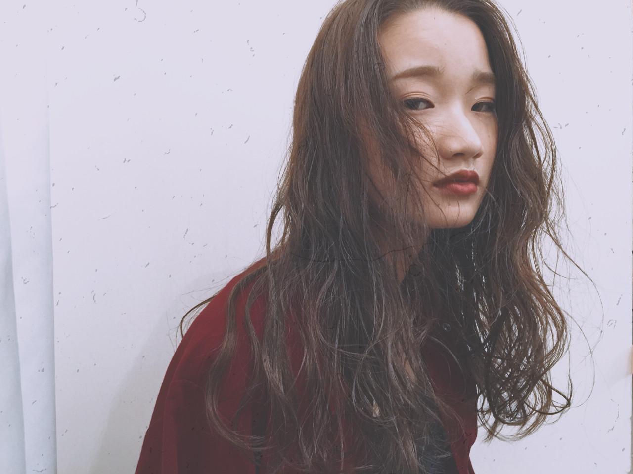 パーマ ロング アッシュ ナチュラル ヘアスタイルや髪型の写真・画像   牛丸彩香 / worker