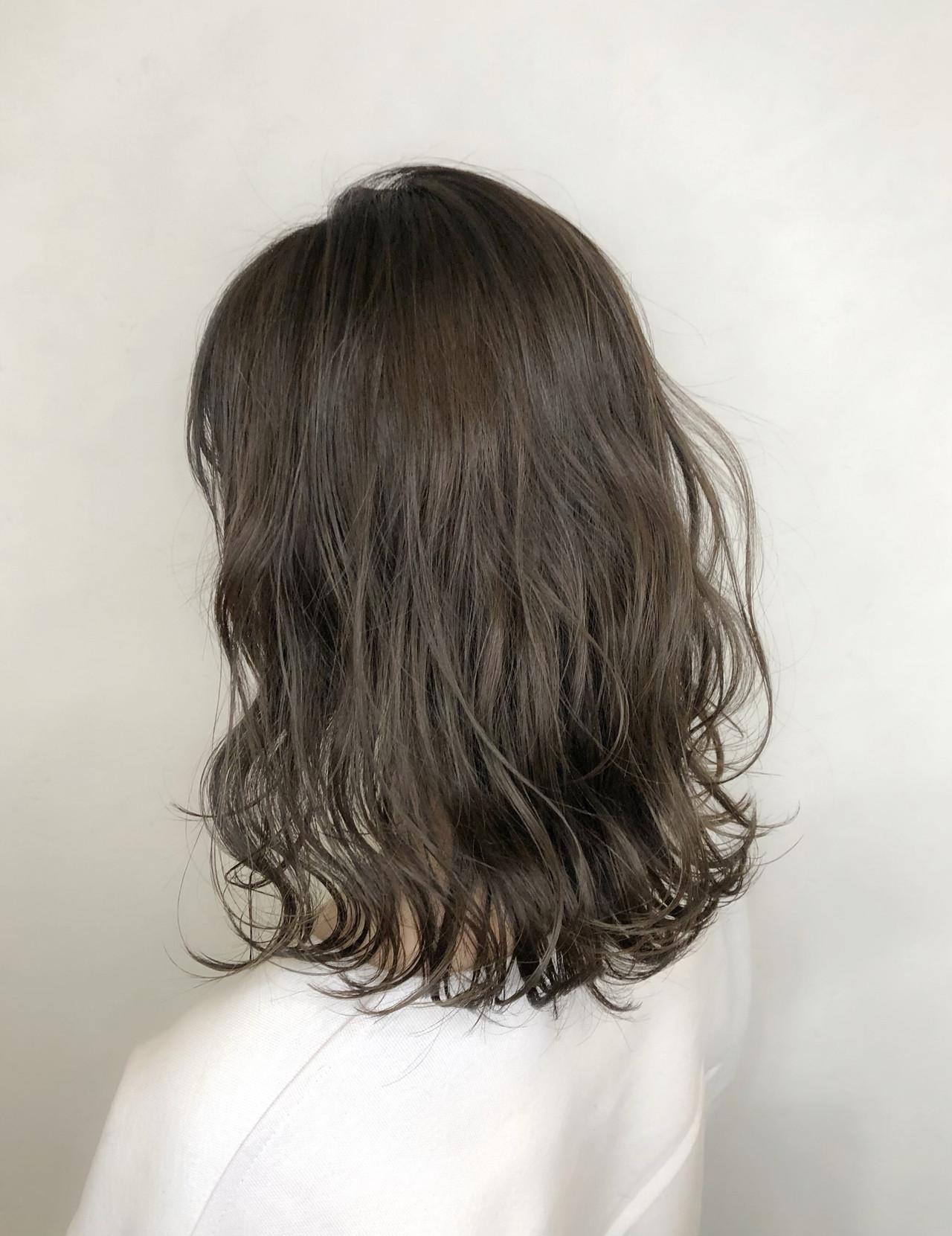 フェミニン グレージュ ミディアム 成人式ヘアスタイルや髪型の写真・画像