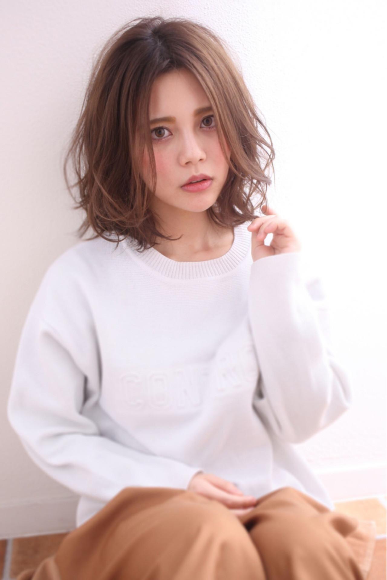 【丸顔さんに似合う髪型】ひし形シルエットの小顔効果でより可愛く♡ Maria by afloat 重山 祐亮