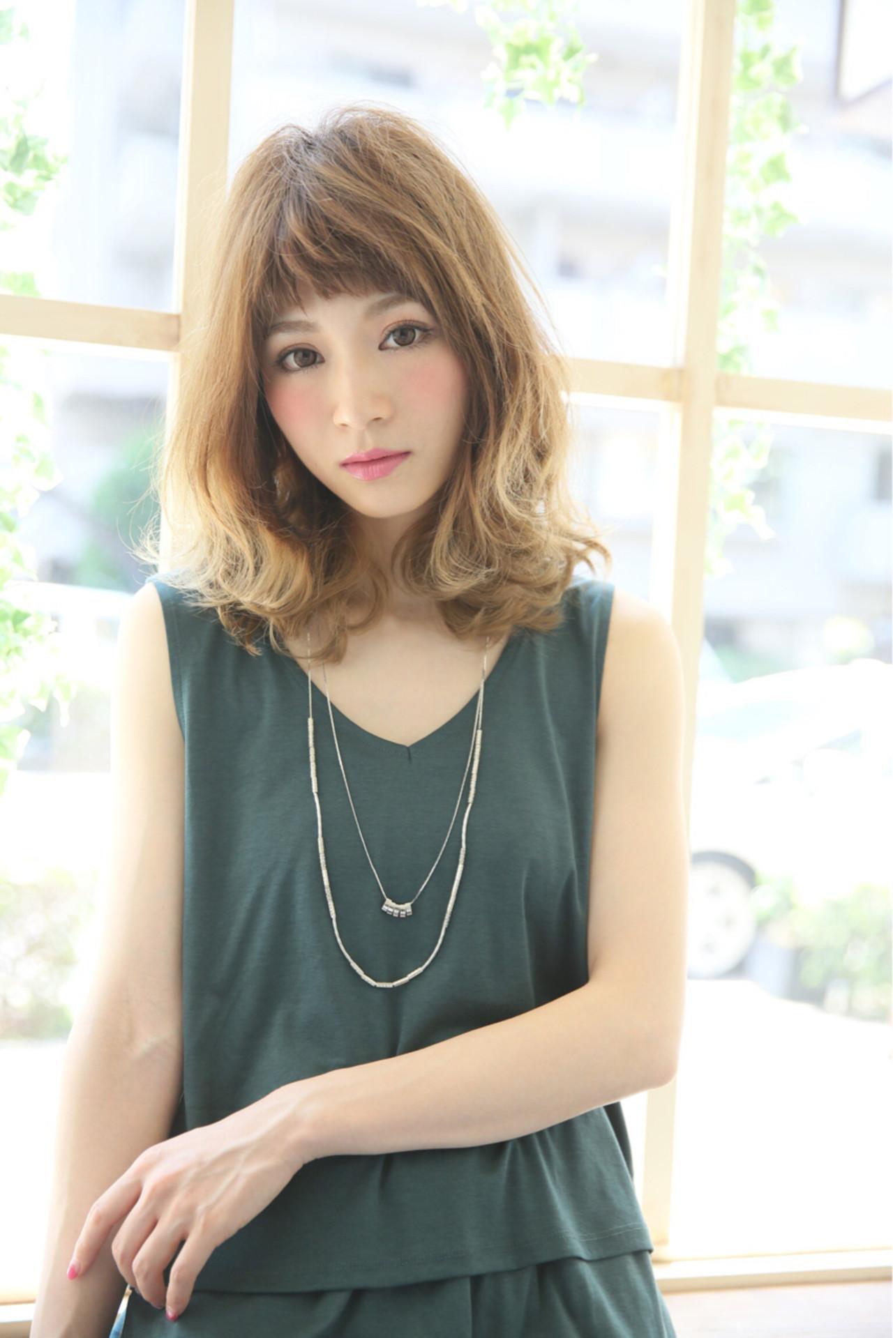 ショートバング パーマ ストリート 大人かわいい ヘアスタイルや髪型の写真・画像 | 柾木 ひかる / Madu