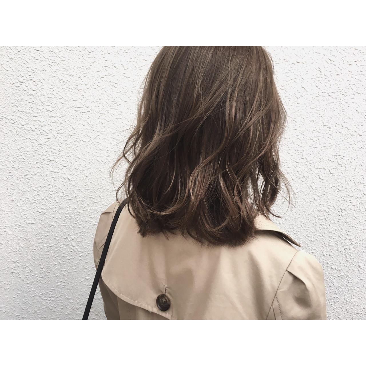 ウェットヘア ハイライト アッシュ ナチュラルヘアスタイルや髪型の写真・画像