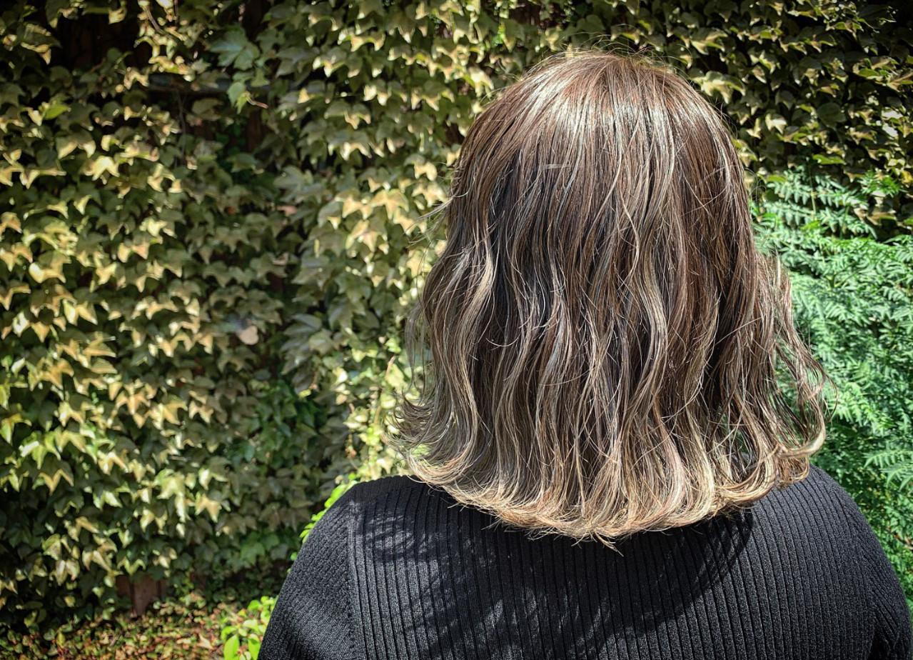 ボブ ナチュラル インナーカラー オフィス ヘアスタイルや髪型の写真・画像   朝木 恵 / muku