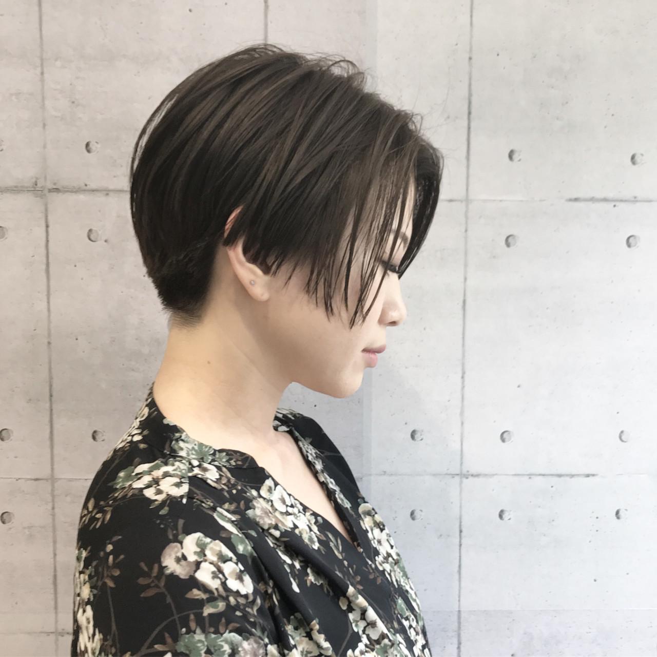 似合わせ 抜け感 モード センターパート ヘアスタイルや髪型の写真・画像   Tomotaka Hamaya / STILL un label