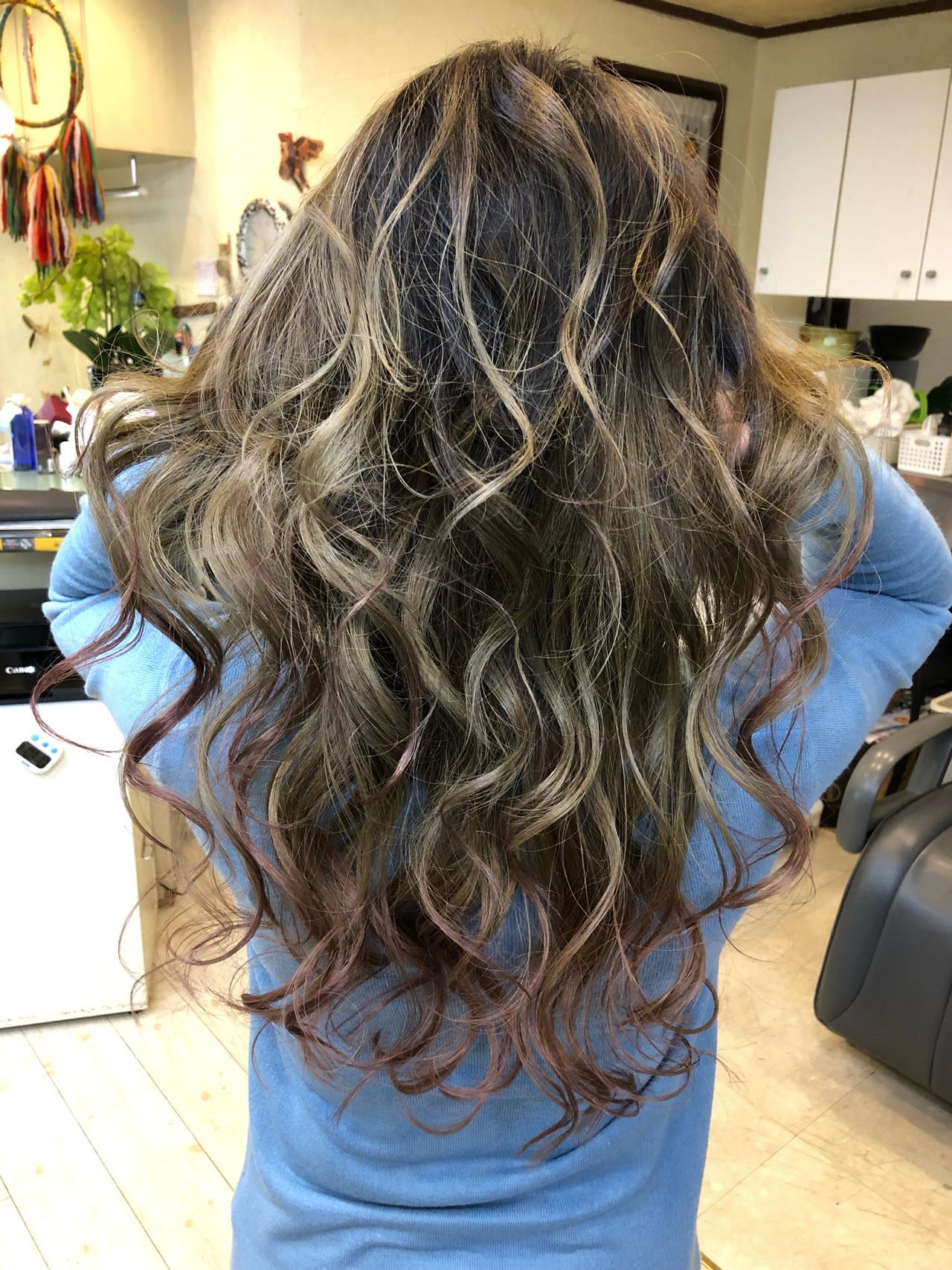 西海岸風 ハイライト 外国人風カラー エレガントヘアスタイルや髪型の写真・画像