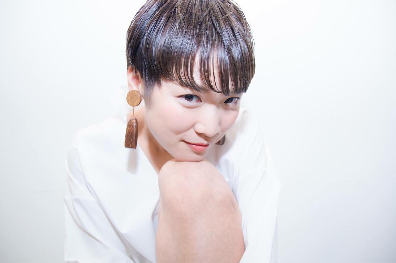 アッシュグレージュ ウェットヘア 秋 リラックス ヘアスタイルや髪型の写真・画像 | 清野 晃 / Lucile/ Well