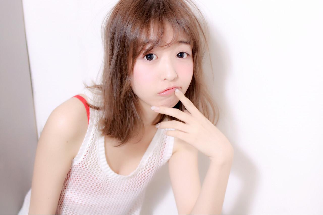 夏 ミディアム アッシュ 寝癖 ヘアスタイルや髪型の写真・画像   師岡夢 /