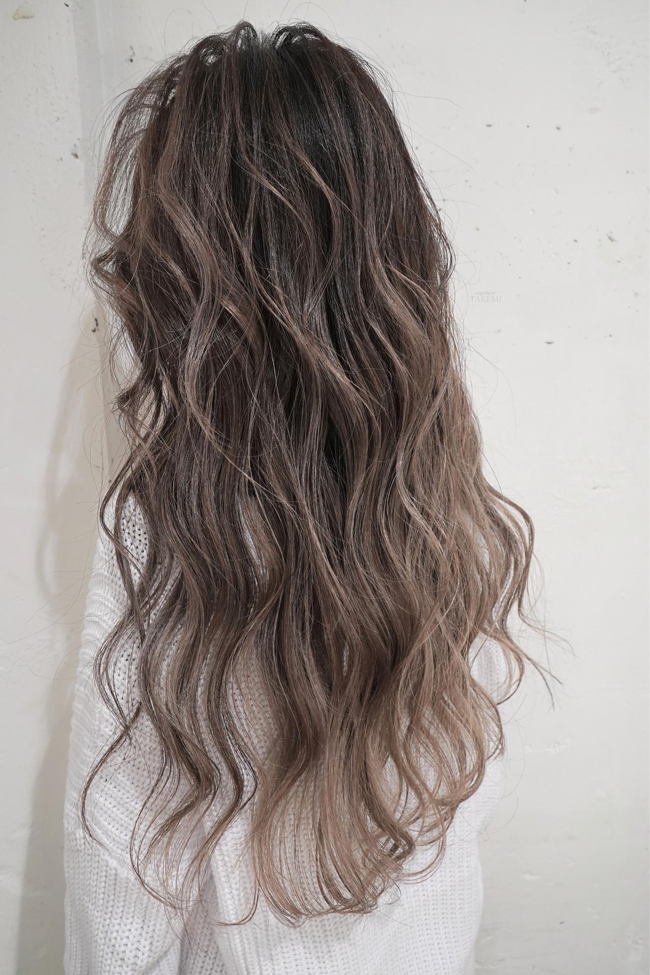 グレージュ ロング 外国人風カラー ハイライトヘアスタイルや髪型の写真・画像