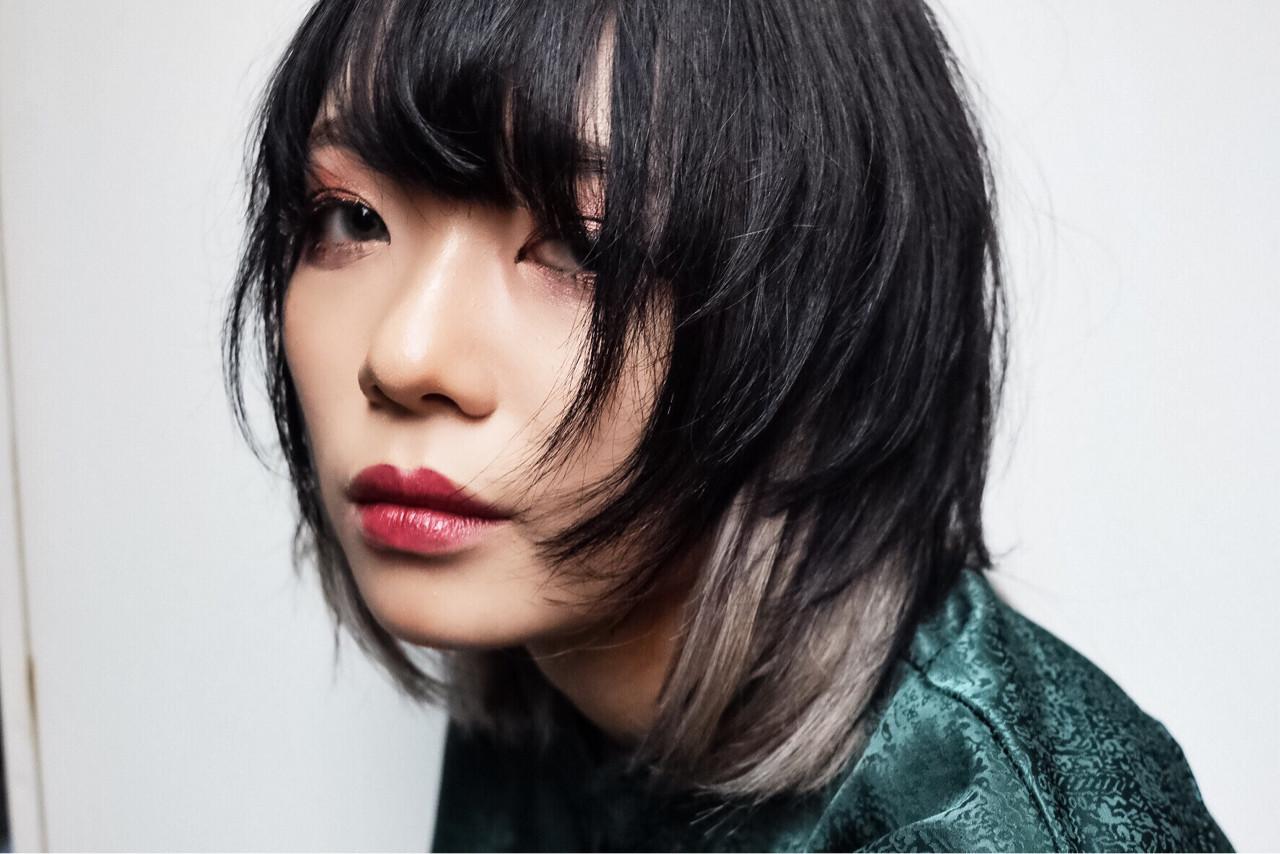 マッシュ ウルフカット 色気 インナーカラー ヘアスタイルや髪型の写真・画像   マキシヤスアキ / KURAKU