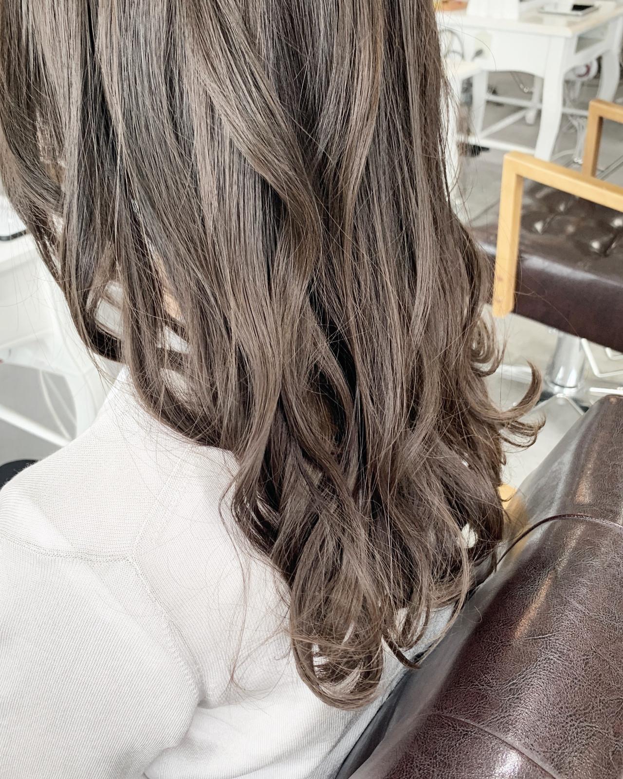 ミディアム ナチュラル ベージュ ナチュラルベージュヘアスタイルや髪型の写真・画像