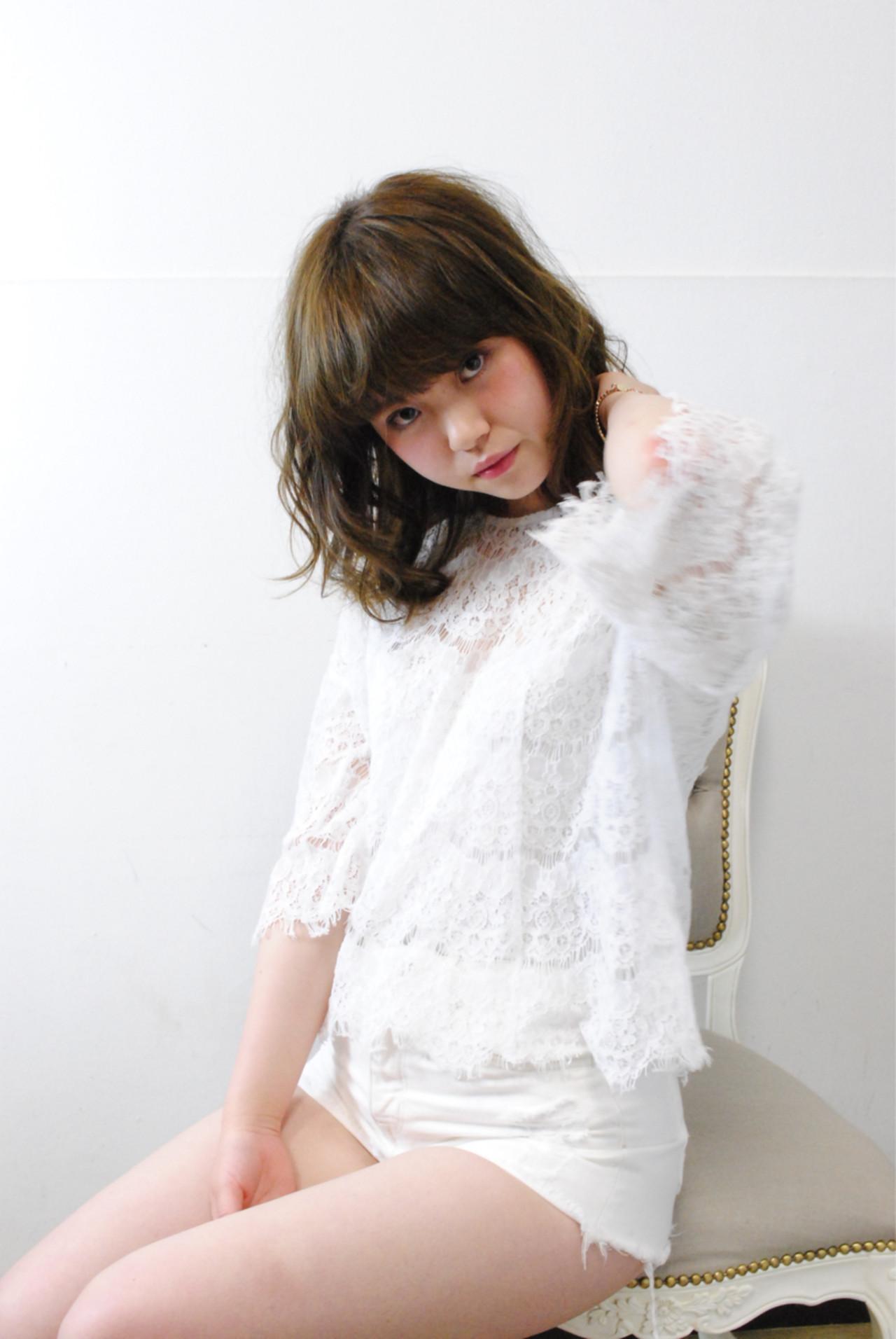 ミディアム 暗髪 大人かわいい グラデーションカラー ヘアスタイルや髪型の写真・画像   soya / amaca hair&nail life