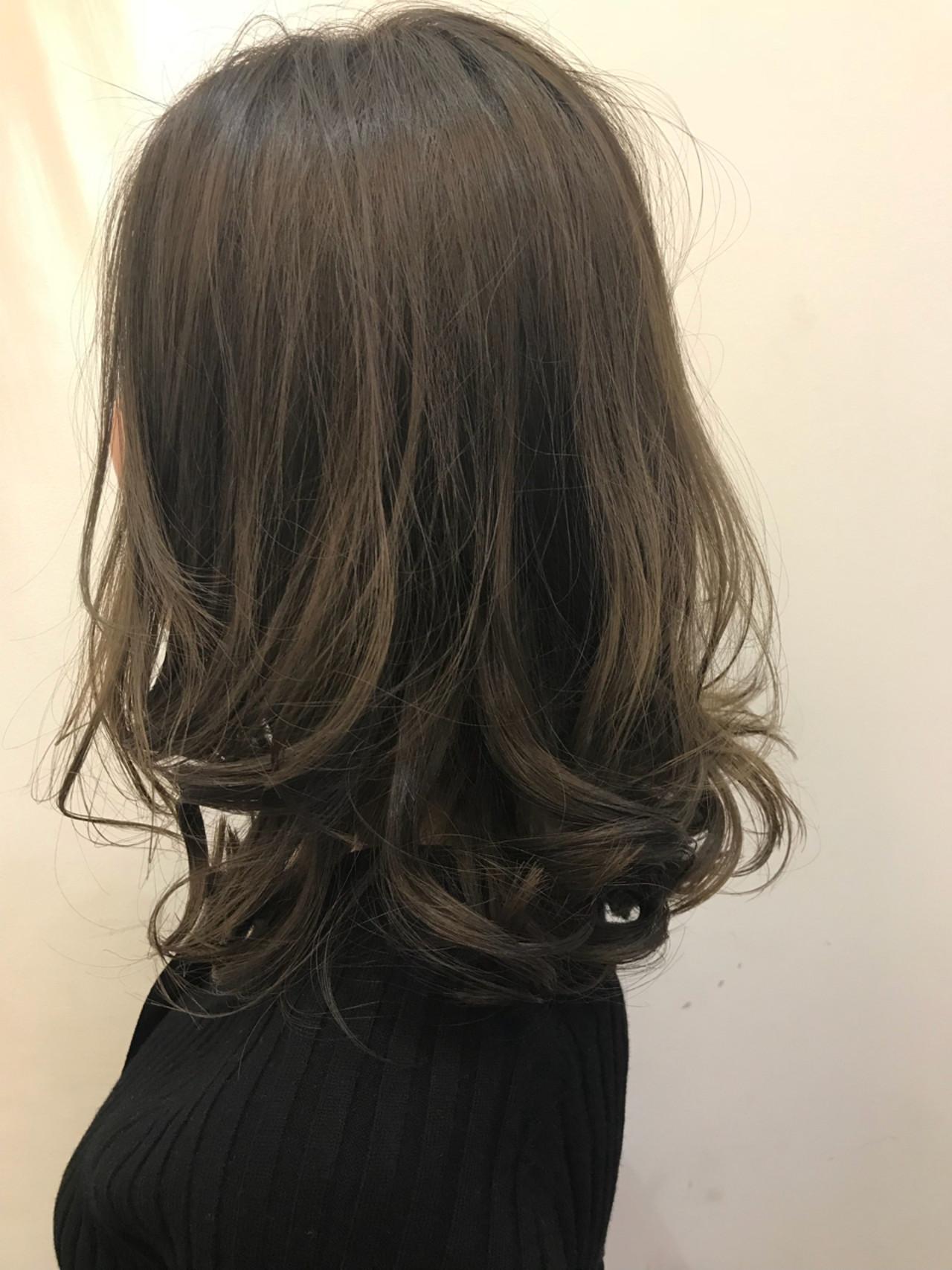 ナチュラル グラデーションカラー リラックス セミロングヘアスタイルや髪型の写真・画像