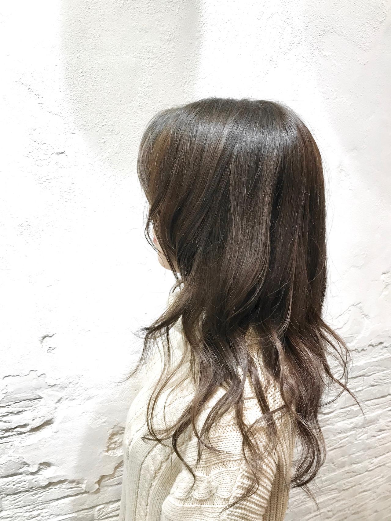 アッシュグレージュ グレージュ フェミニン レイヤースタイルヘアスタイルや髪型の写真・画像