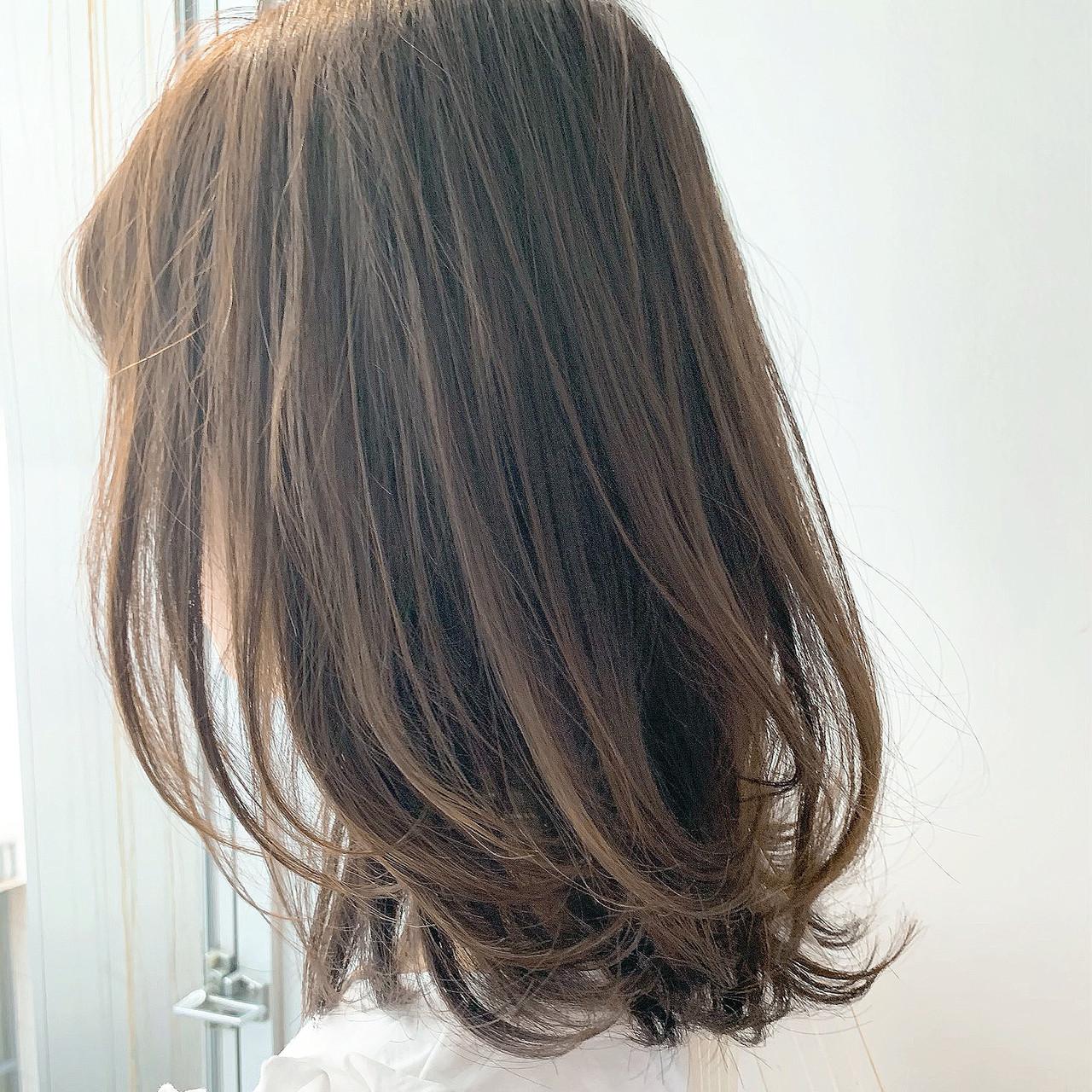 レイヤーカット ロブ ナチュラル ミディアムヘアスタイルや髪型の写真・画像