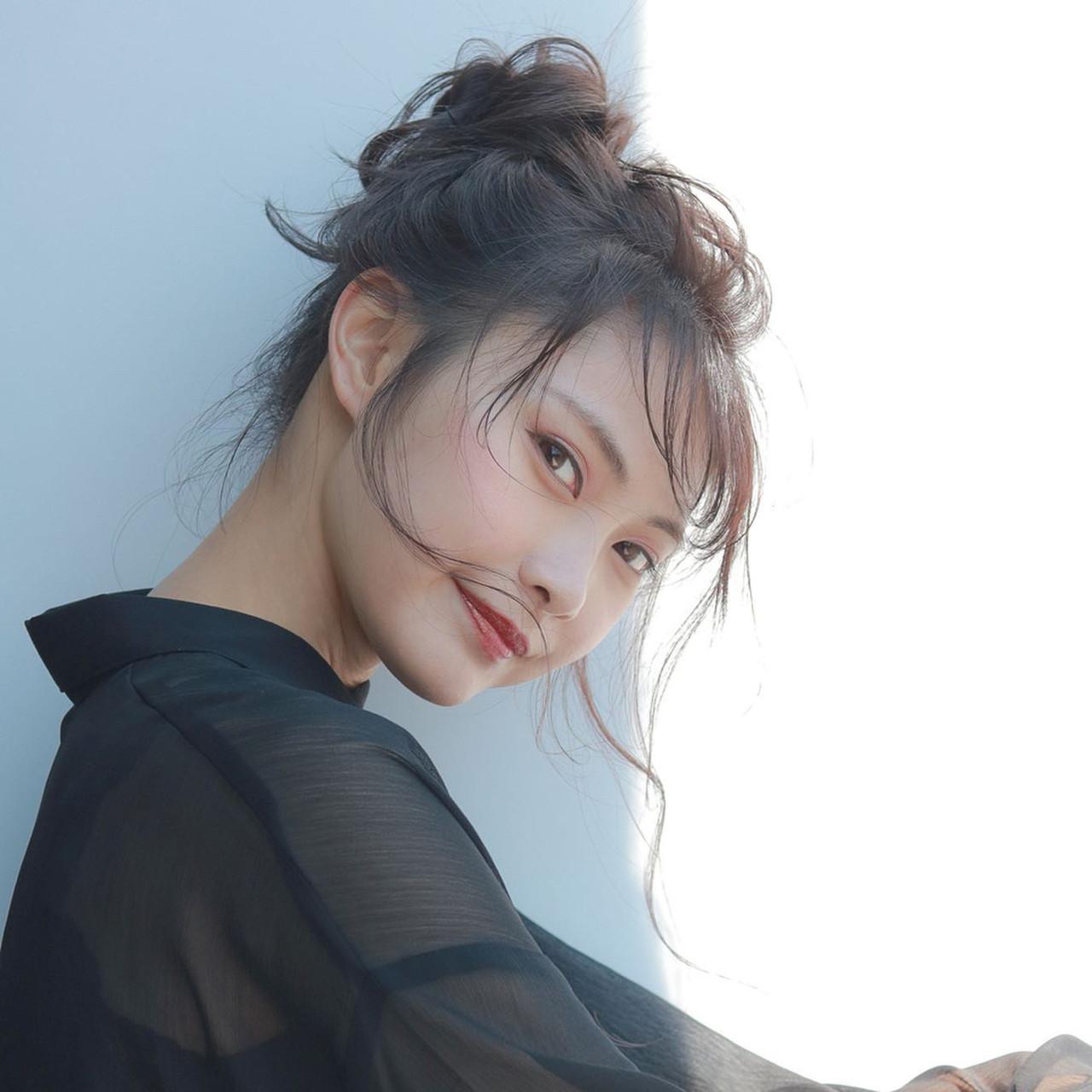 ナチュラル ヘアアレンジ お団子アレンジ 簡単ヘアアレンジ ヘアスタイルや髪型の写真・画像 | 成川 秀明 / cyan