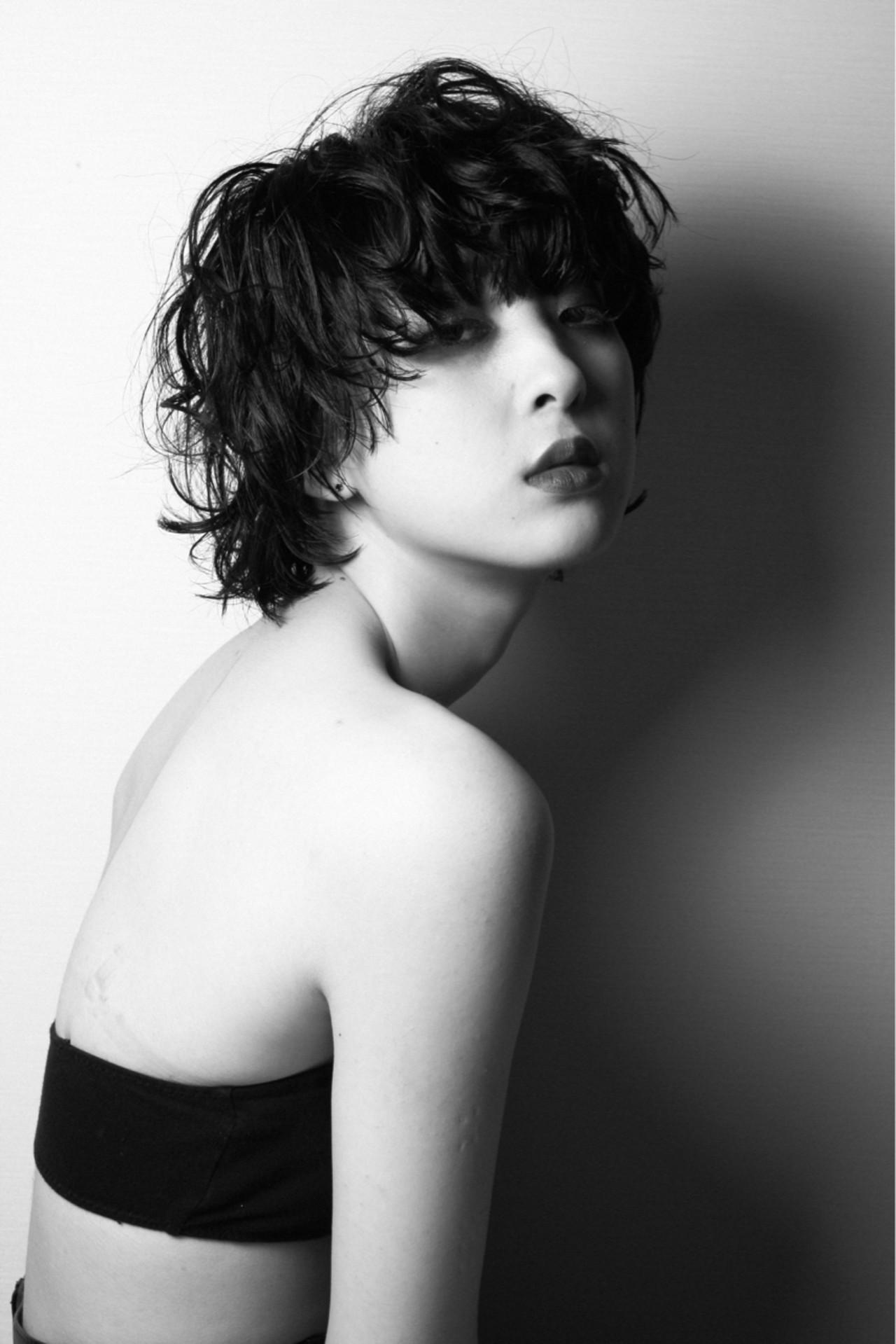 黒髪 色気 モード ウルフカット ヘアスタイルや髪型の写真・画像 | 勝又理恵 / atacca