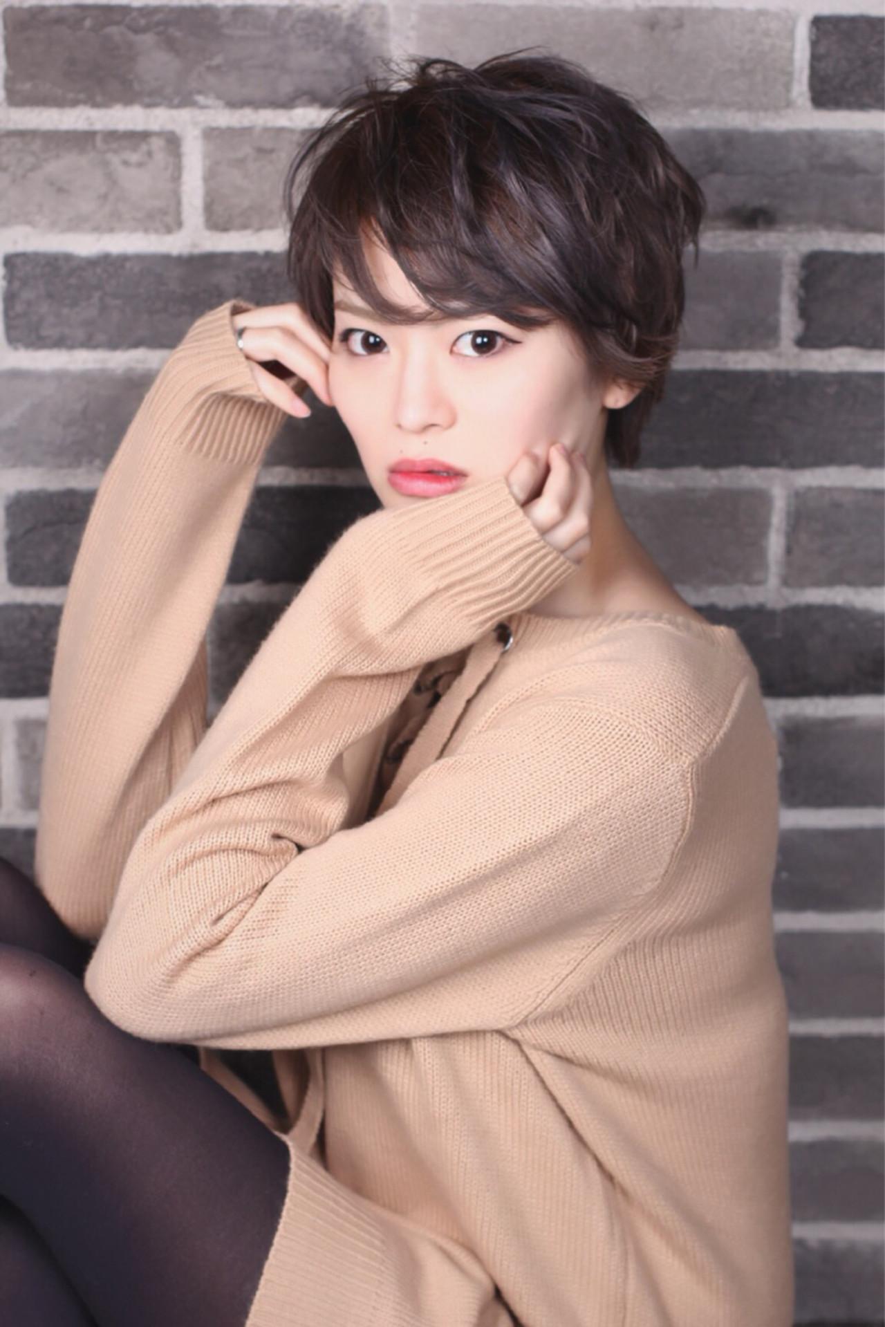 ショート こなれ感 パーマ オフィス ヘアスタイルや髪型の写真・画像 | aki /